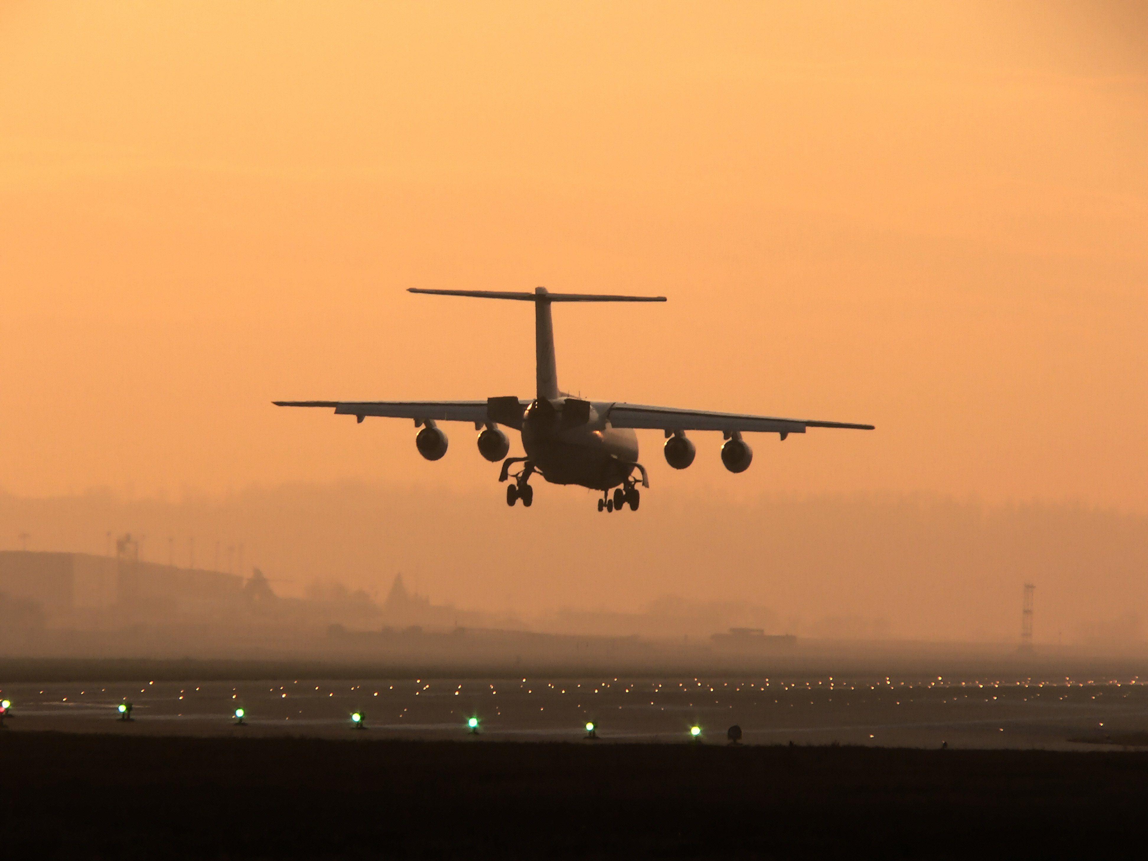 Flugzeug beschossen - Emirates streicht alle Flüge nach Bagdad.