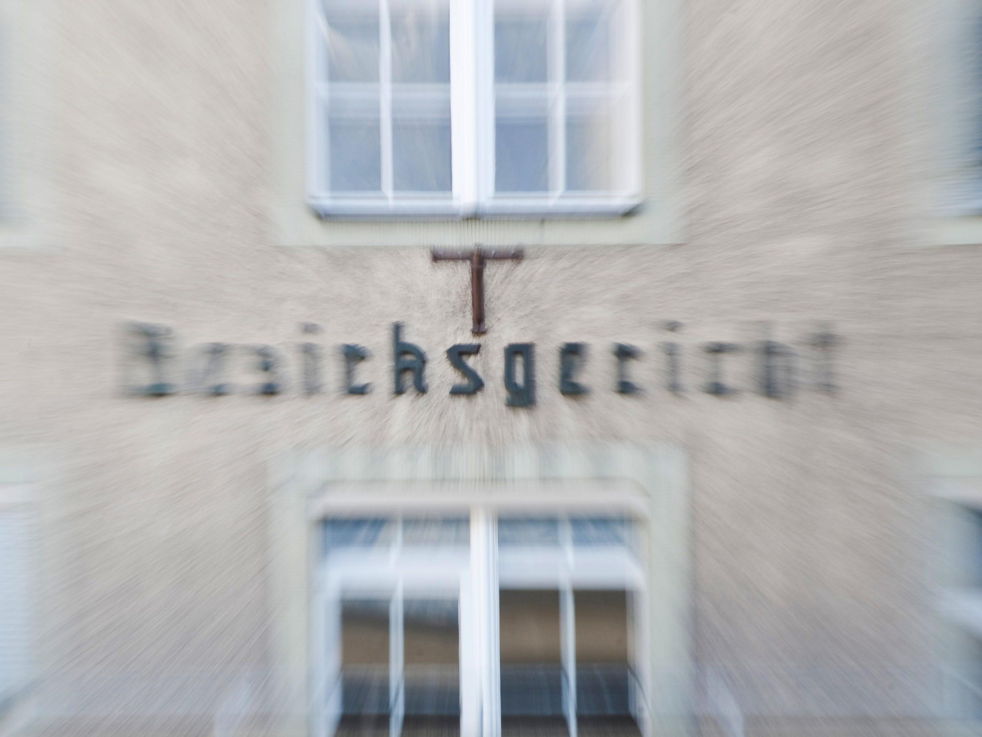 """Prozess um Notwehr mit """"Dolchschwert"""" am Bezirksgericht Dornbirn."""