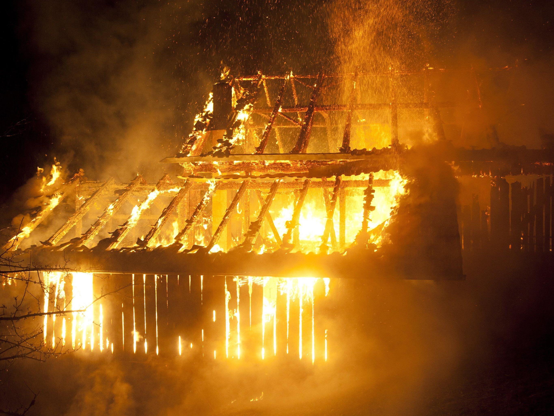 Gebäude wurde ein Raub der Flammen