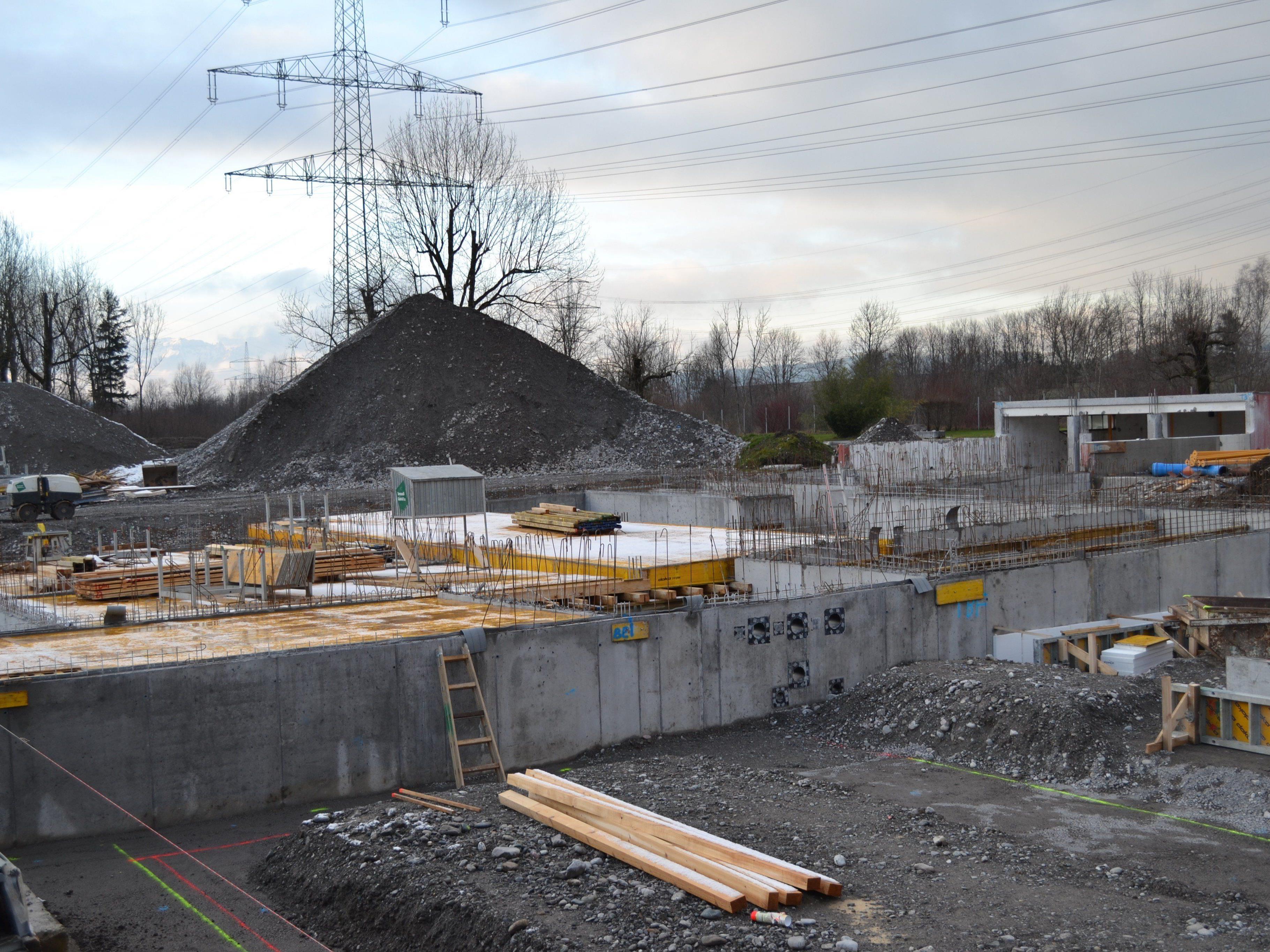 """Insgesamt sechs Millionen Euro werden in das """"Walgaubad neu"""" investiert."""