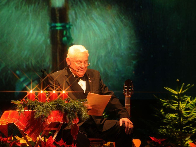 Fast ein bisschen wie der Weihnachtsmann selbst - Günther Lutz sorgte wieder für einige Weihnachtswunder beim diesjährigen Benefizkonzert.