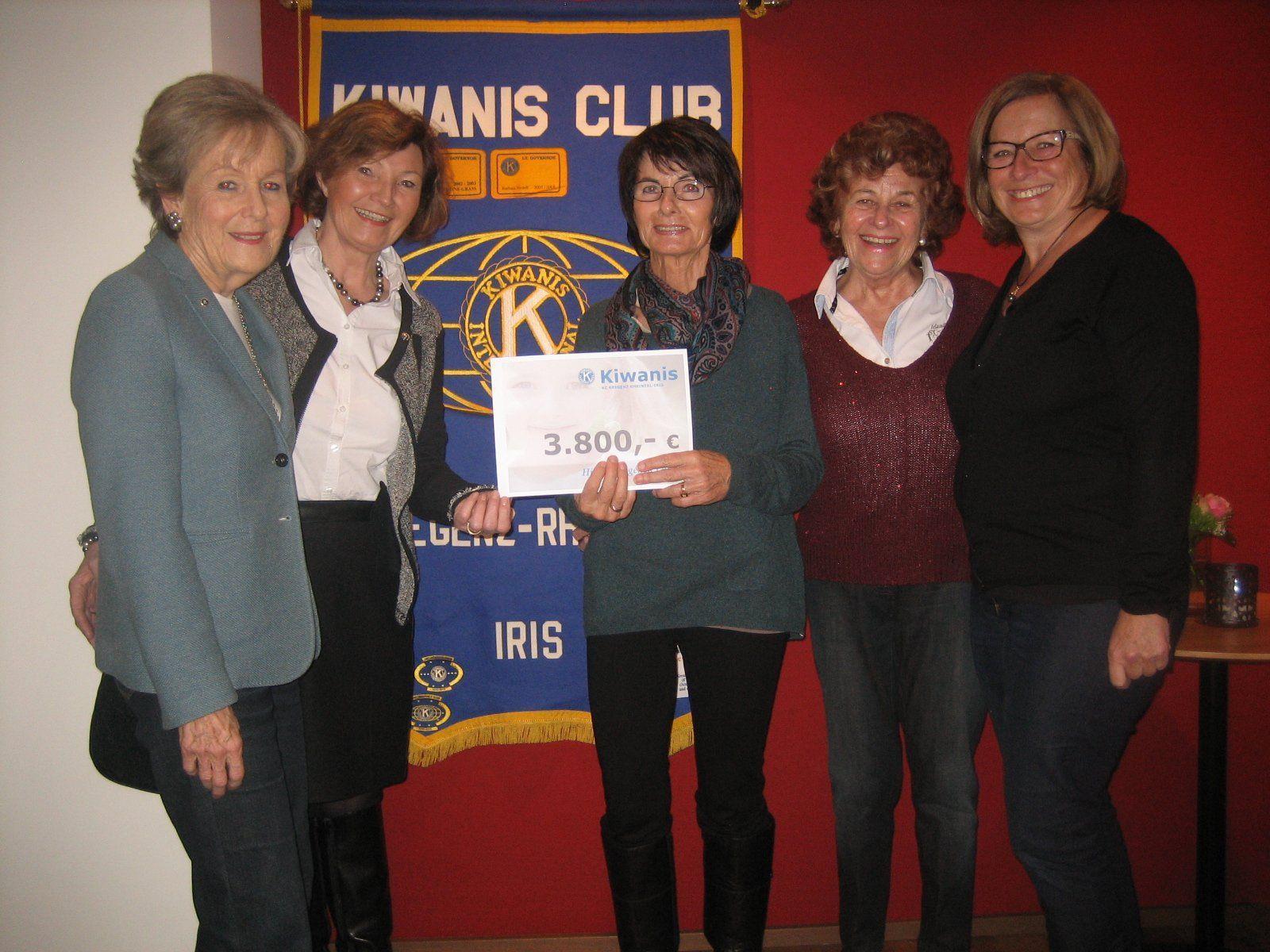 Charity: Lore Benger, Präsidentin Angelika Amann, Inge Sulzer (Familienbund Notfallhilfe), Chartiy Stefanie Kessler und Ingrid Vetter