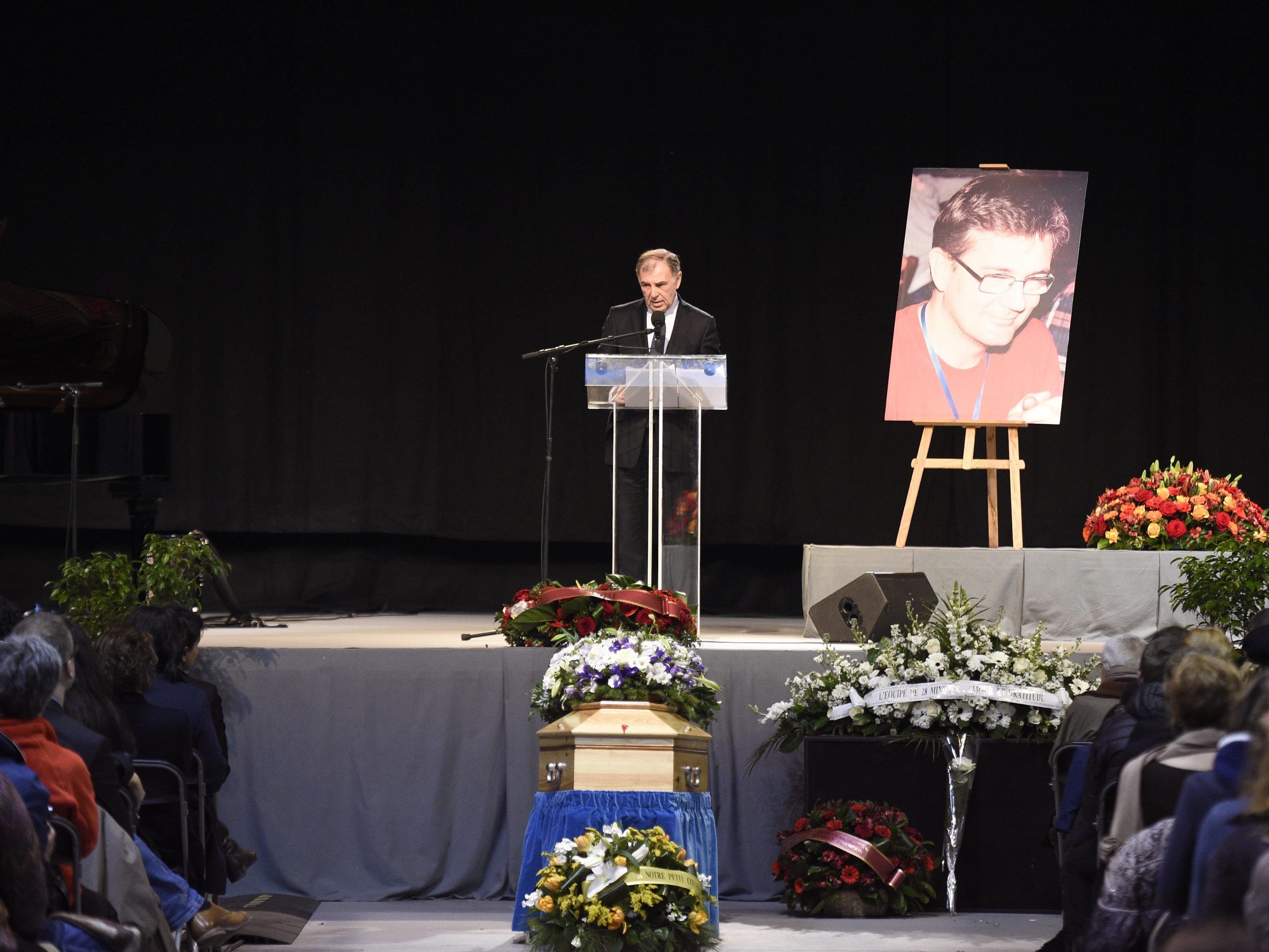 """Getöteter Chef von """"Charlie Hebdo"""" wird in Pontoise beigesetzt."""