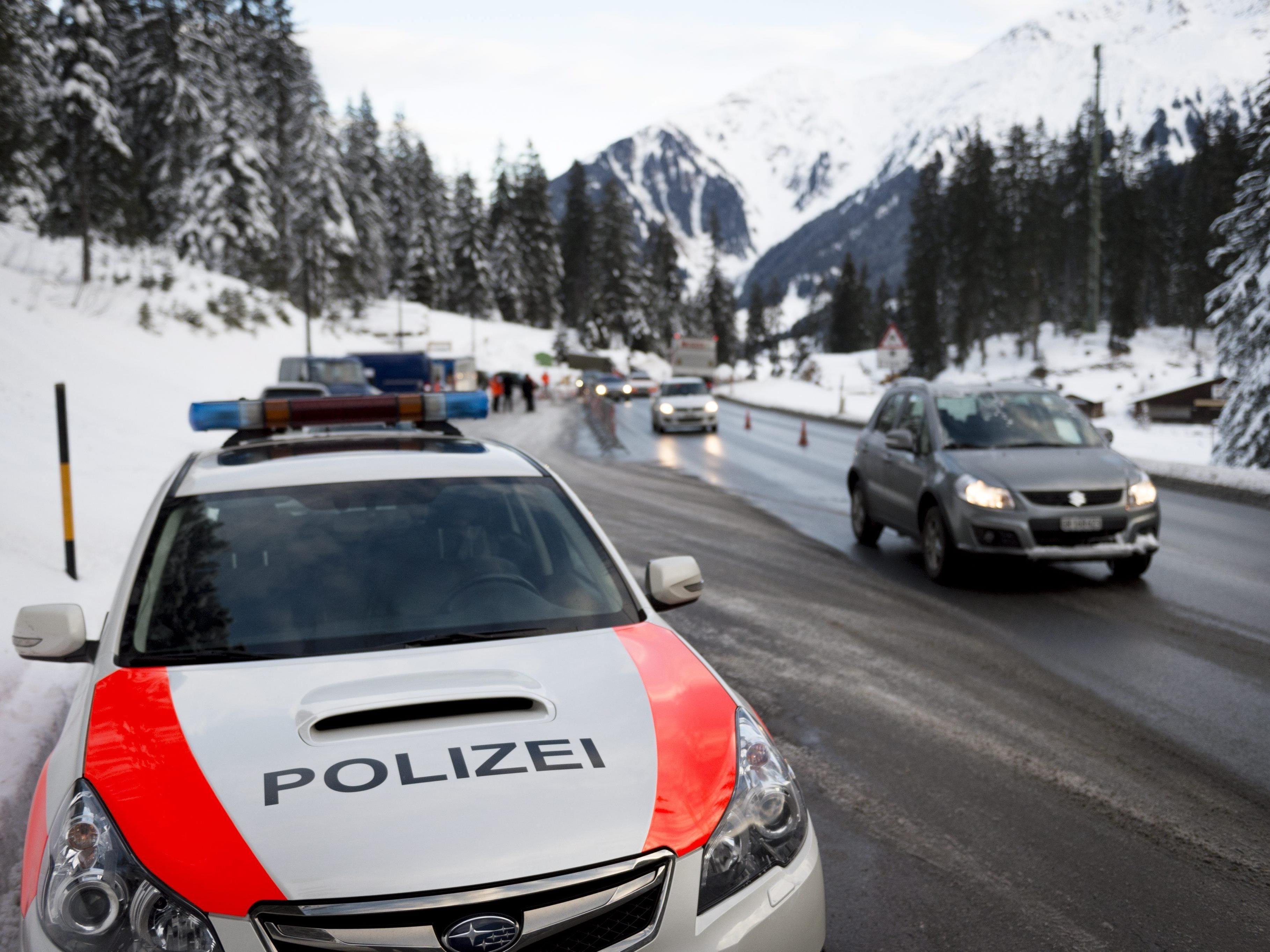 Die Polizei hat den mutmaßlichen Täter im Rahmen einer Großfahndung gefunden.