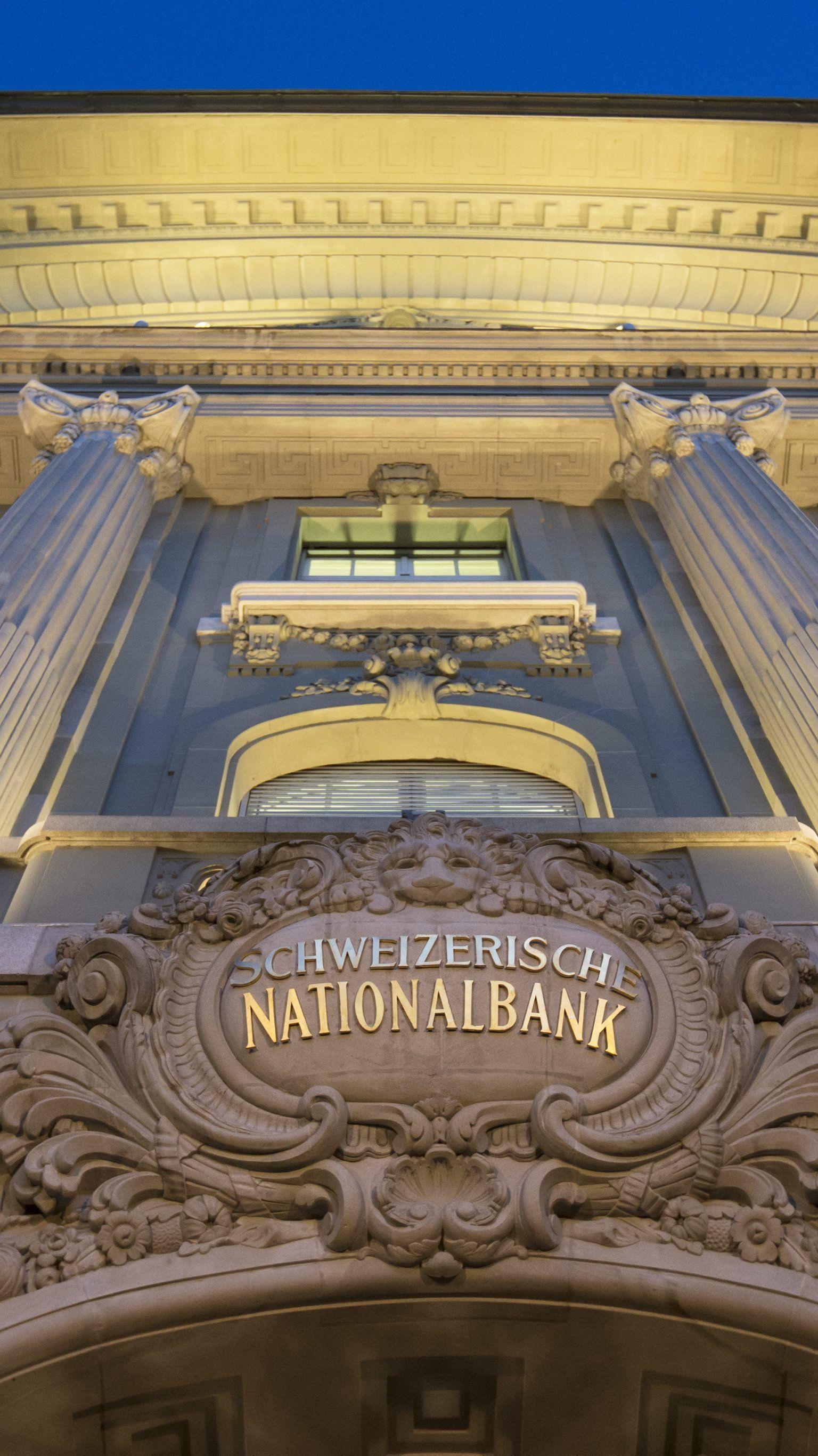 Schweizer Nationalbank (SNB) gibt Euro-Mindestkurs auf.