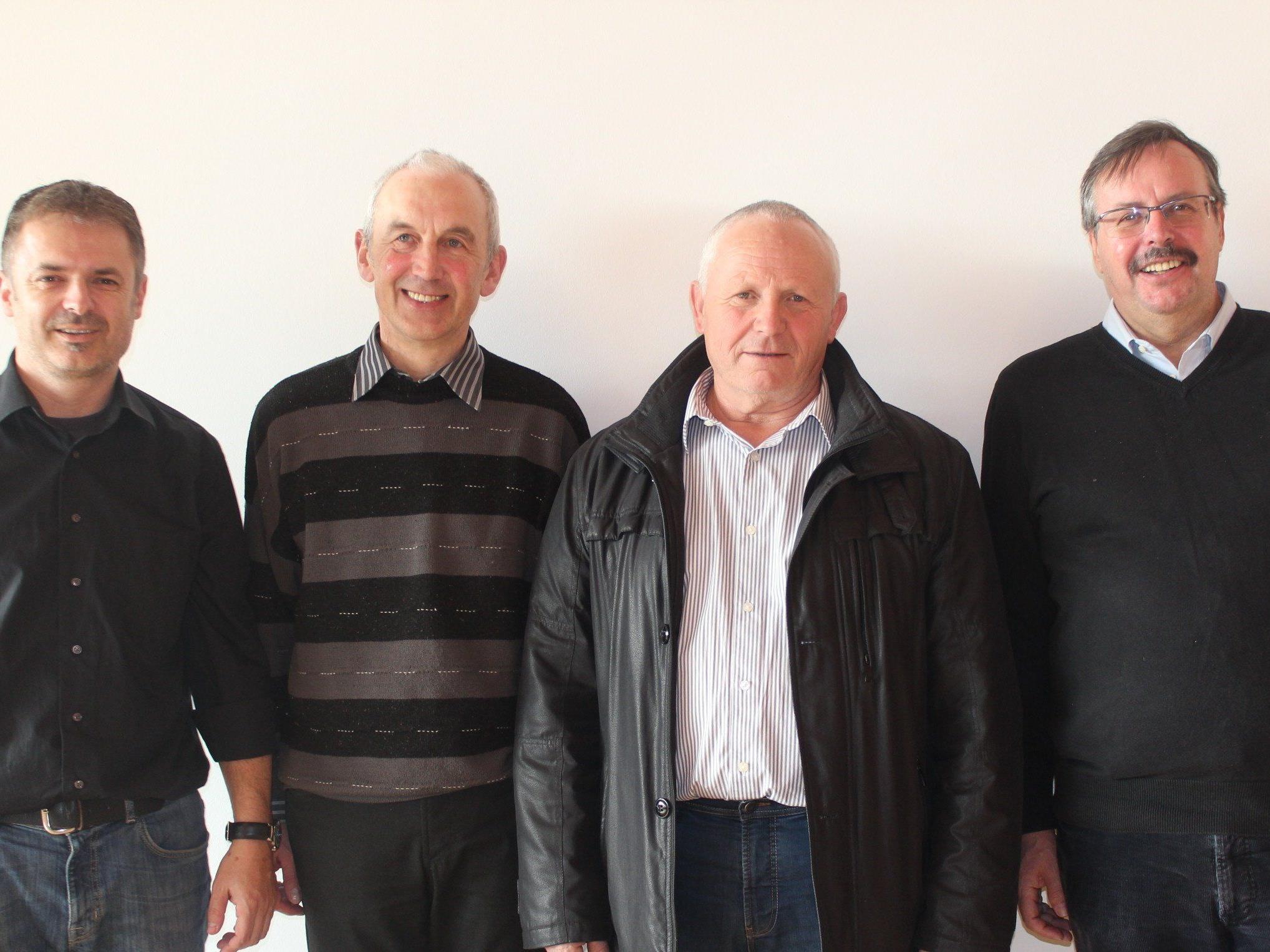 Vizebgm. Walter Moosbrugger, Pfarrer Paul Burtscher, Bgm. Roman Immler und Dietmar Schratzer.