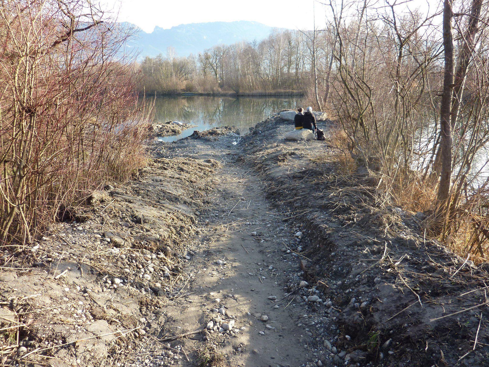 Die Uferstrukturen bei der eingetieften Furt werden sich im Frühjahr rasch begrünen.