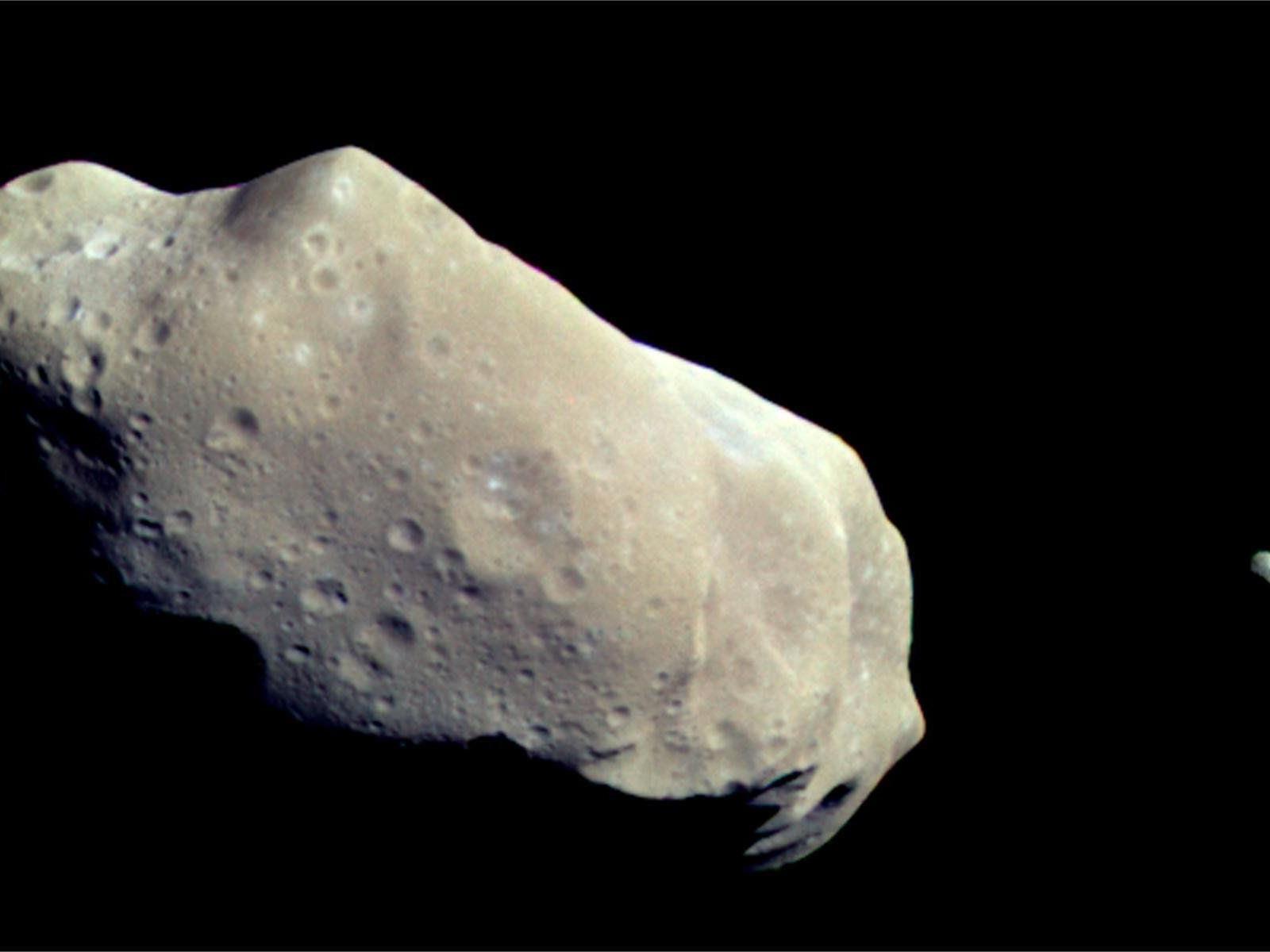 In einem Abstand von 1,2 Millionen Kilometern rast der Asteroid vorbei.
