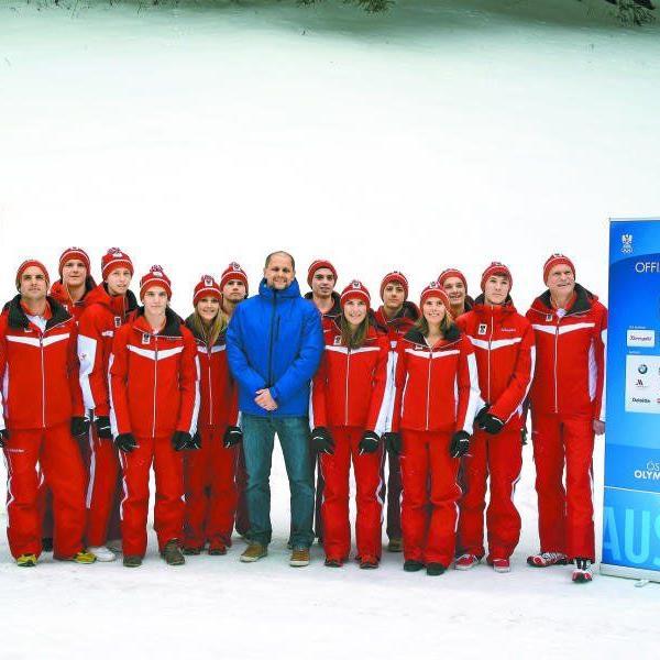 ÖOC-Generalsekretär Peter Mennel (r.) sowie Sportservice-Geschäftsführer Sebastian Manhart (M.) mit den Vorarlberger EYOF-Aktiven.