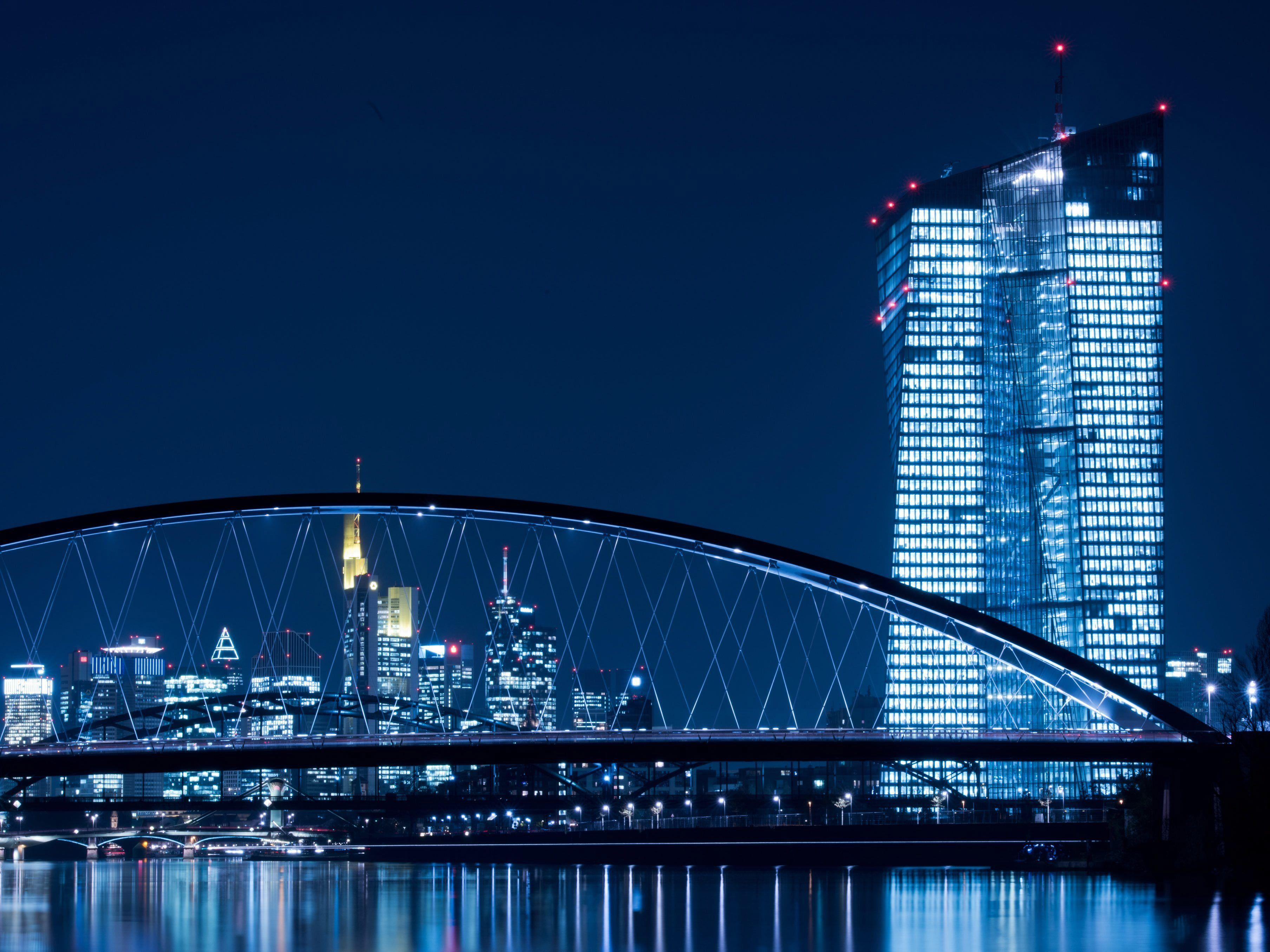 In Frankfurt fällt am Donnerstag die Entscheidung über umstrittene Anleihenkäufe durch die EZB.