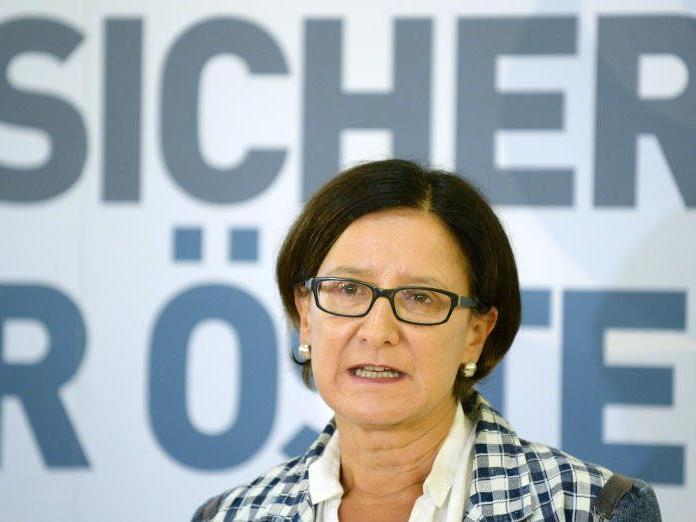 Erleichtern will Mikl-Leitner die Aberkennung der Staatsbürgerschaft von Jihadisten.