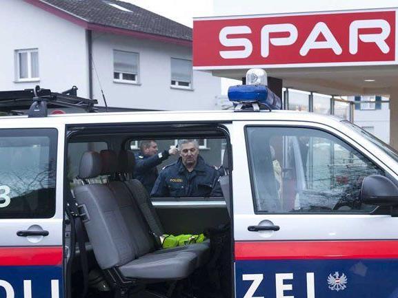 Räuber überfiel Sparmarkt in Dornbirn-Haselstauden.