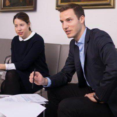 Stefanie Walser, Vorsitzende der Jungen Wirtschaft Vorarlberg (JWV) und JWV-Geschäftsführer Peter Flatscher im VN-Gespräch.