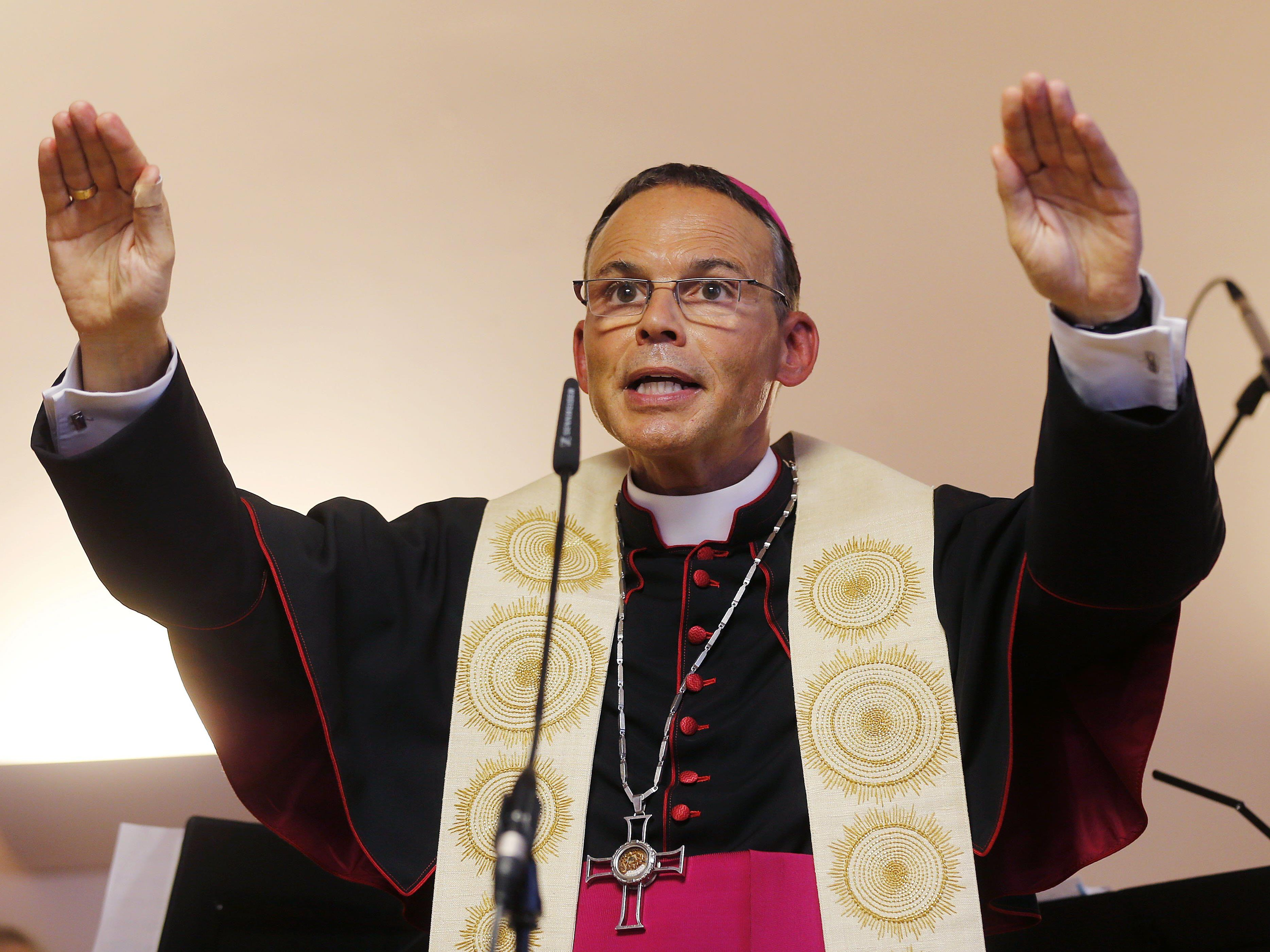 Ehemaliger Limburger Bischof will sich nicht zu Finanzskandal äußern.