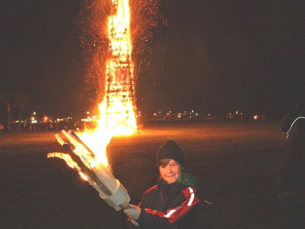Funkenabbrennen mit großem Feuerwerk.