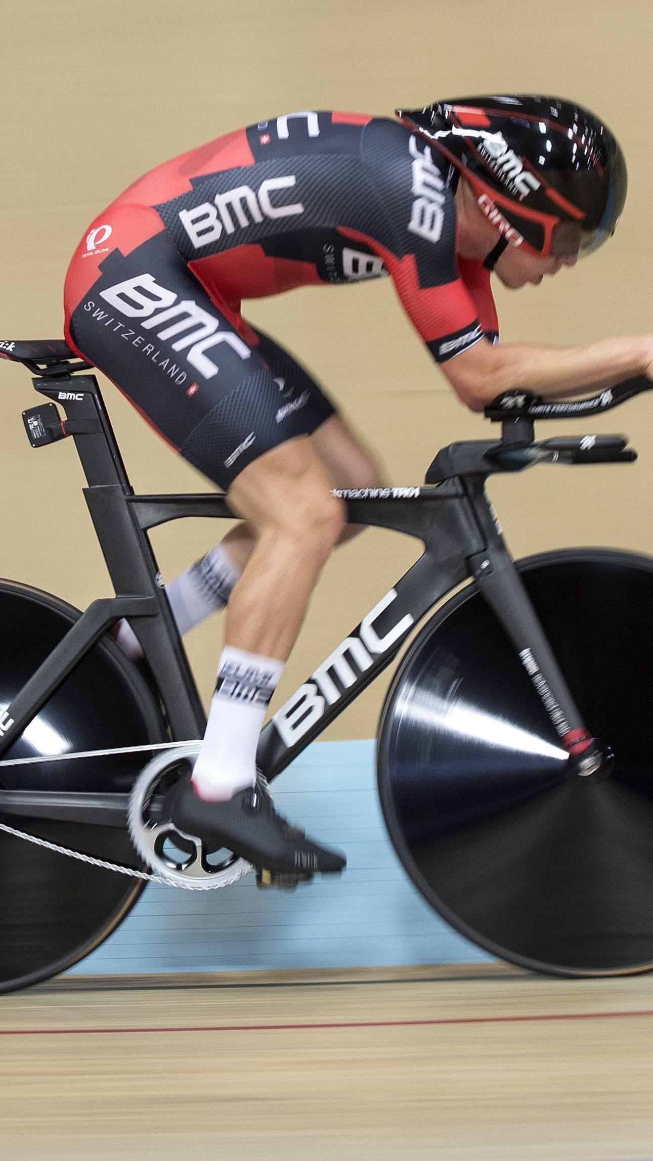 Rohan Dennis hat dem Vorarlberger Matthias Brändle den Weltrekord im Zeitfahren abgenommen.