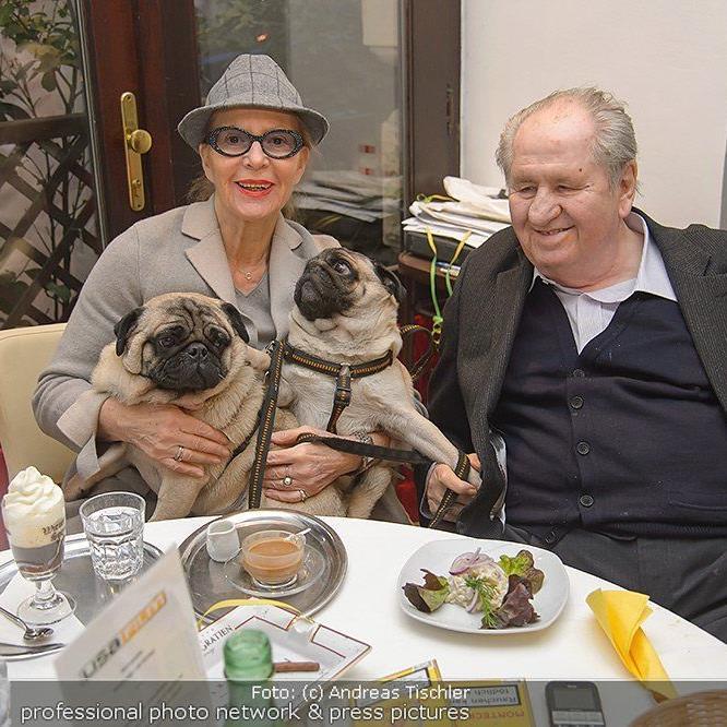 Carl Spiehs feierte Fasching im Wiener Filmcafe.