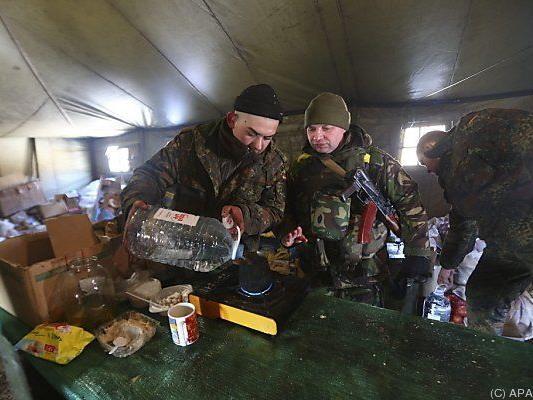 Ukrainische Soldaten in einem Camp nahe Debalzewe