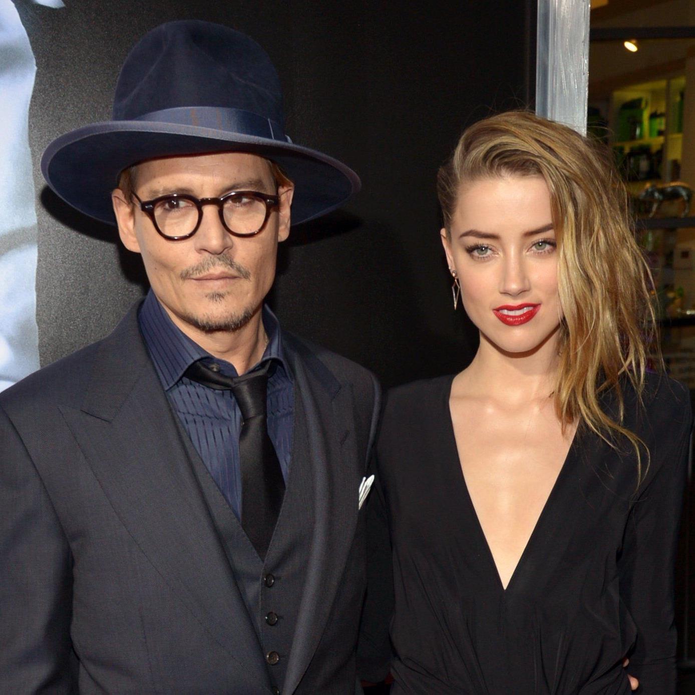 Johnny Depp ist nun offiziell vom Markt - laut Medienberichten hat er Freundin Amber Heard geheiratet.