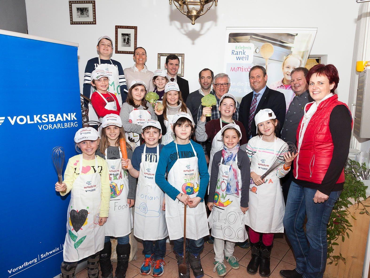 Die Rankweiler Miniköche mit den Organisatoren und Mitwirkenden
