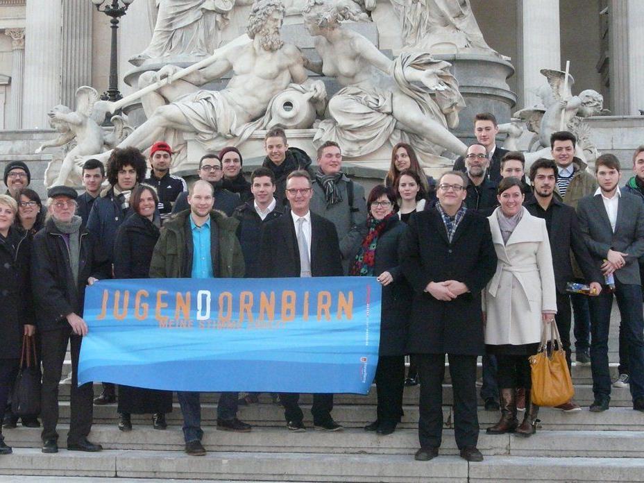 Die Auszeichnung mit dem Demokratiepreis 2014 erfolgte Ende Jänner im Parlament in Wien.