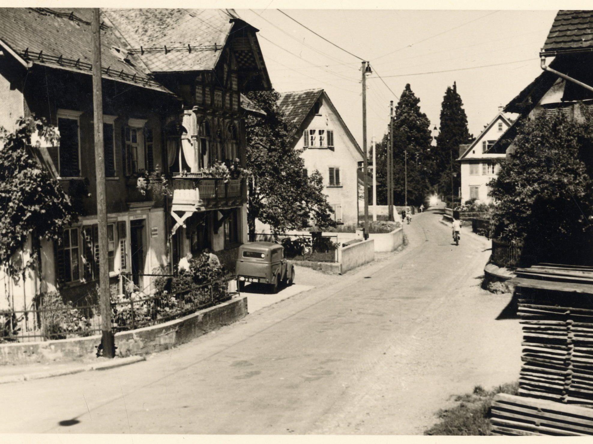 """Historische Aufnahme vom """"Kalb-Haus"""" in der Schillerstraße."""