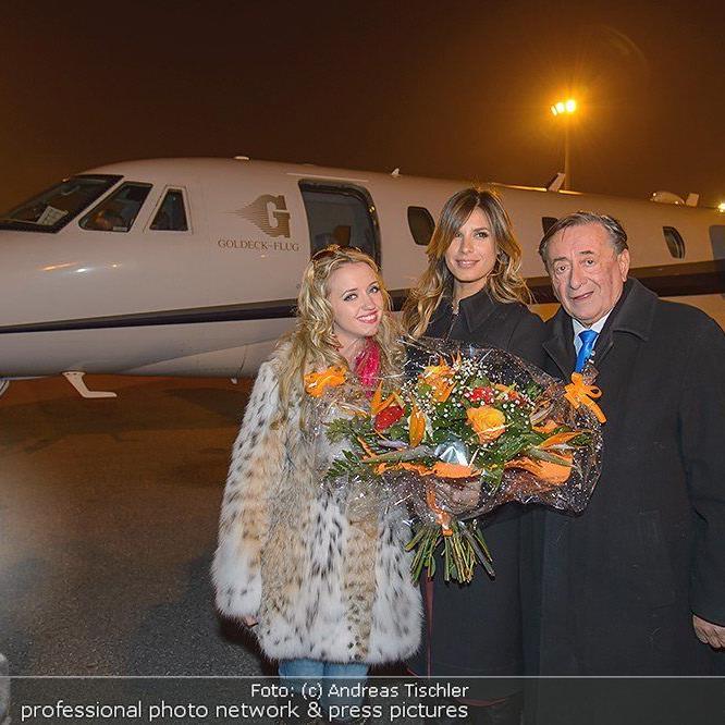Richard Lugner und Frau Cathy holten Elisabetta Canalis in Mailand ab.