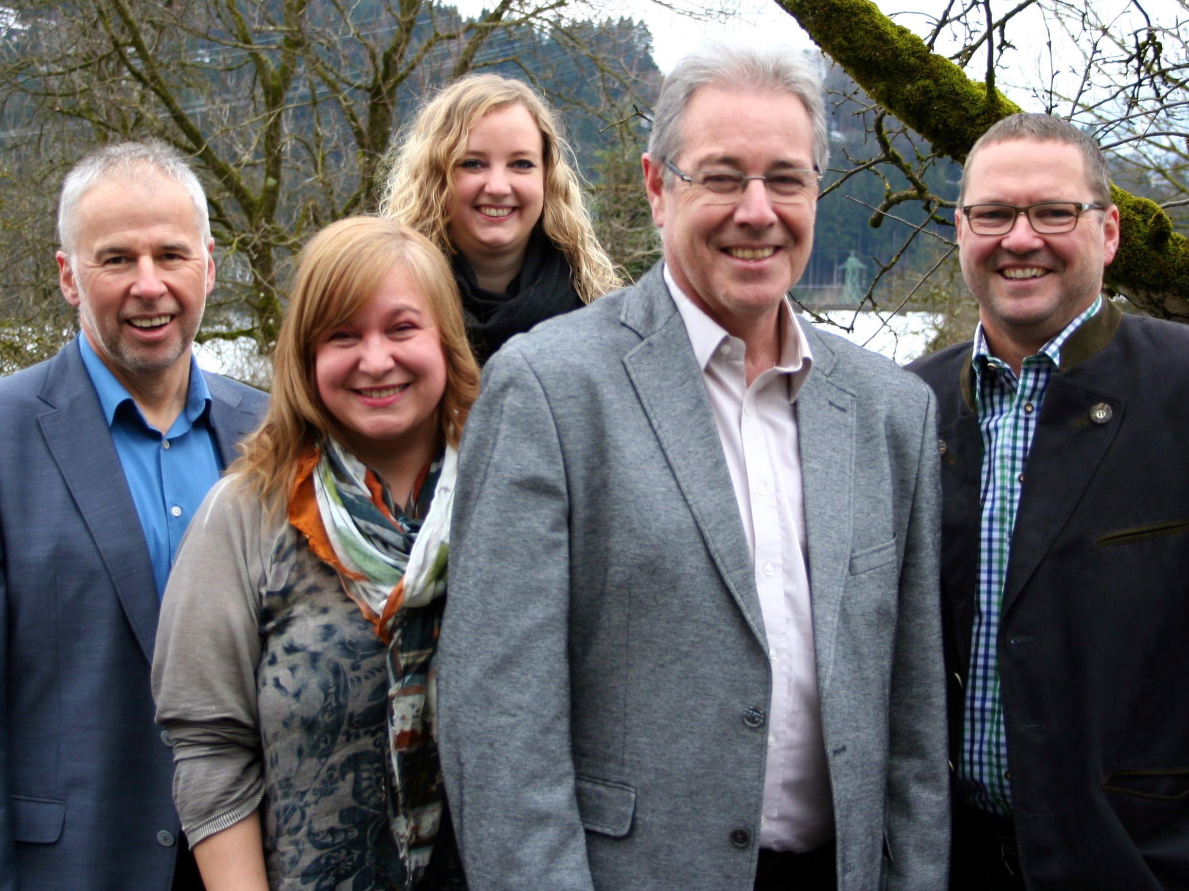 """""""Gemeinsam in die Zukunft""""- das Kern-Team der Dorfliste Göfis mit Bürgermeister Helmut Lampert."""