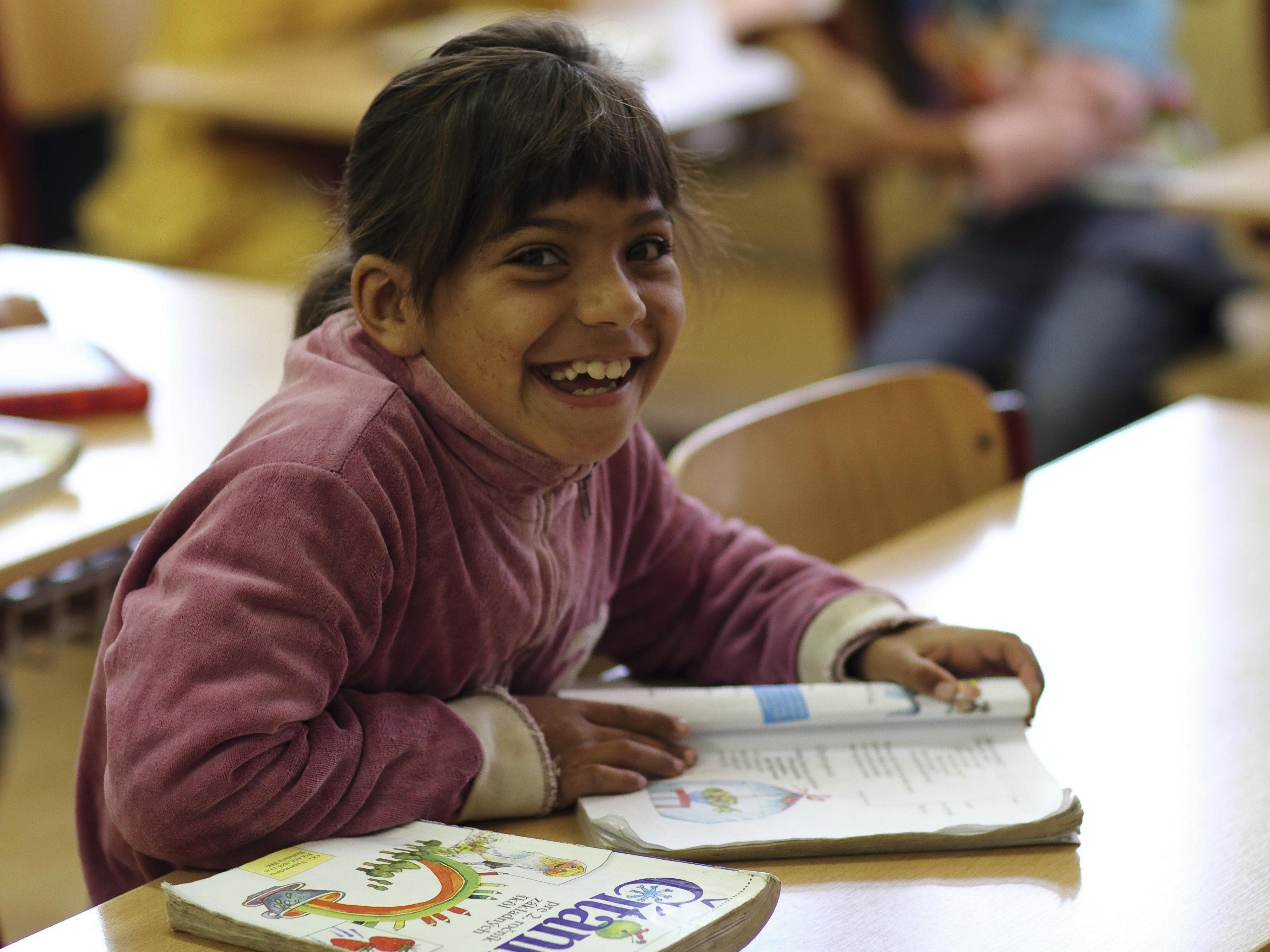 Ziel der Caritas-Lerncafés ist, Kinder dabei zu unterstützen einen positiven Schulabschluss zu erreichen.