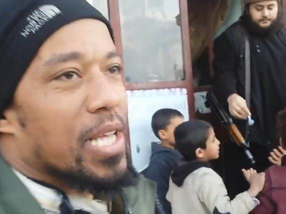 Mohammed M. wirbt mit Zuckerln um Kindergunst.