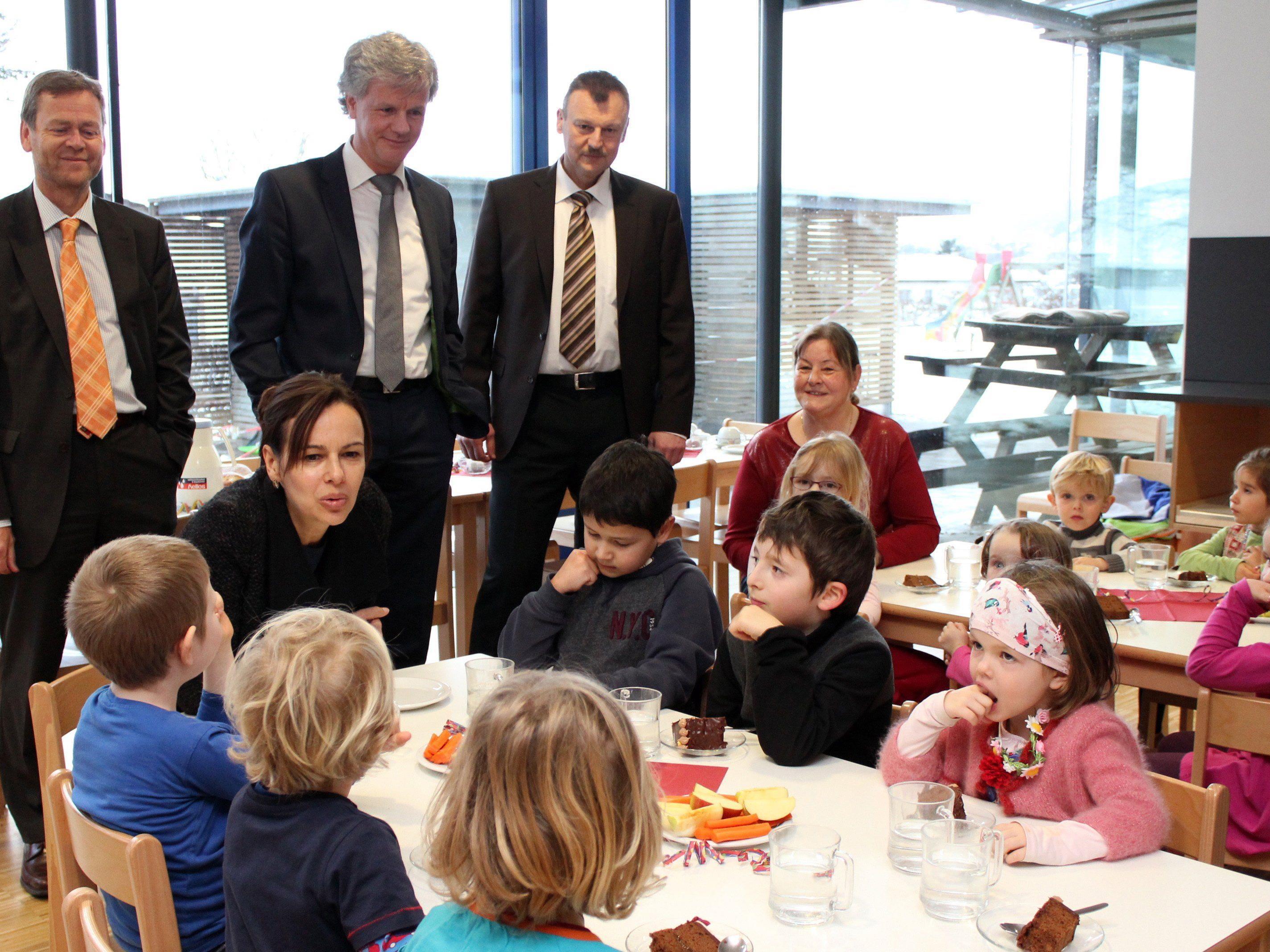 Bundesministerin Dr. Sophie Karmasin auf Besuch im LKH-Betriebskindergarten.