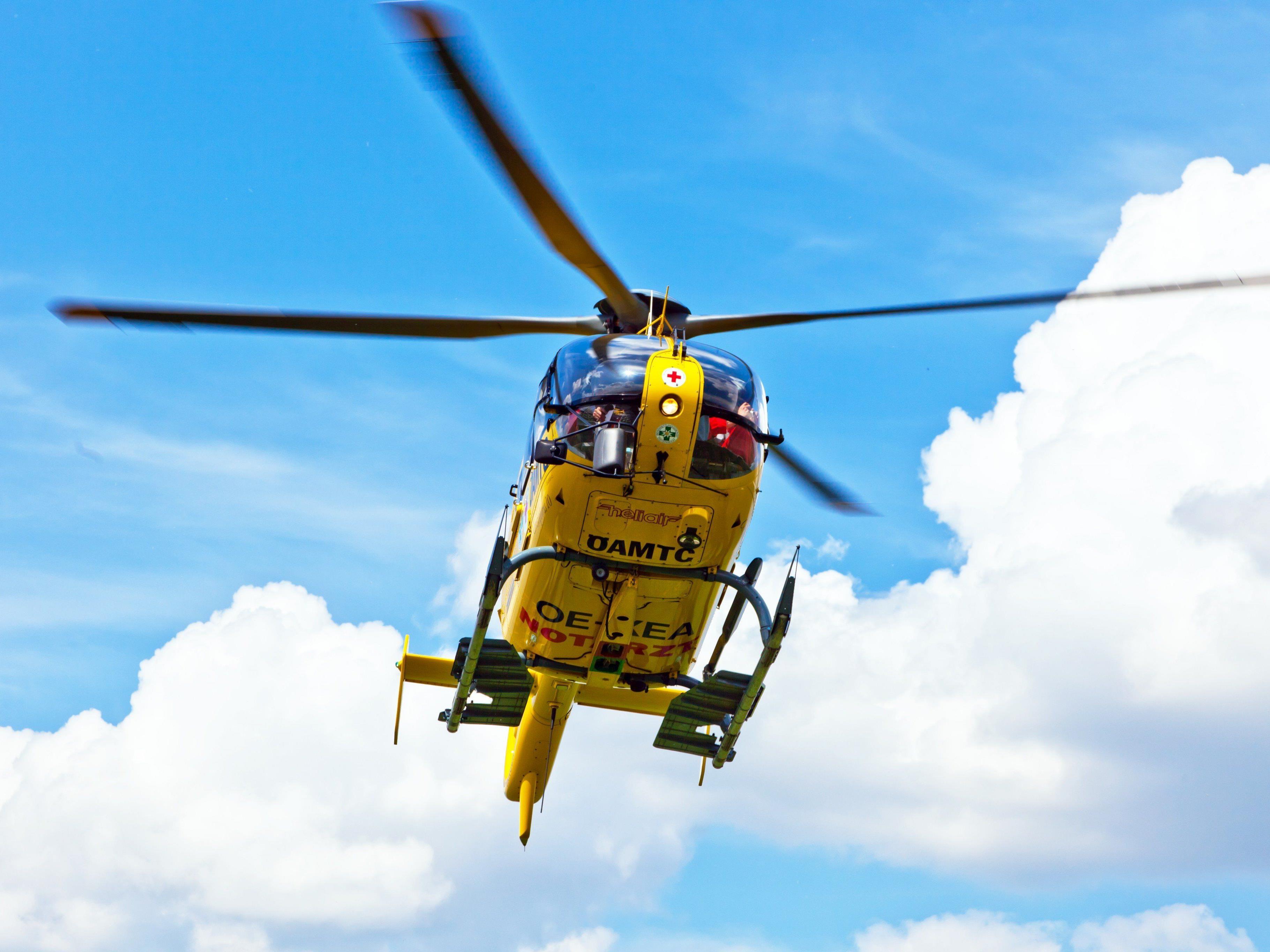 Der Rettungshubschrauber flog den Verunglückten ins LKH Feldkirch.