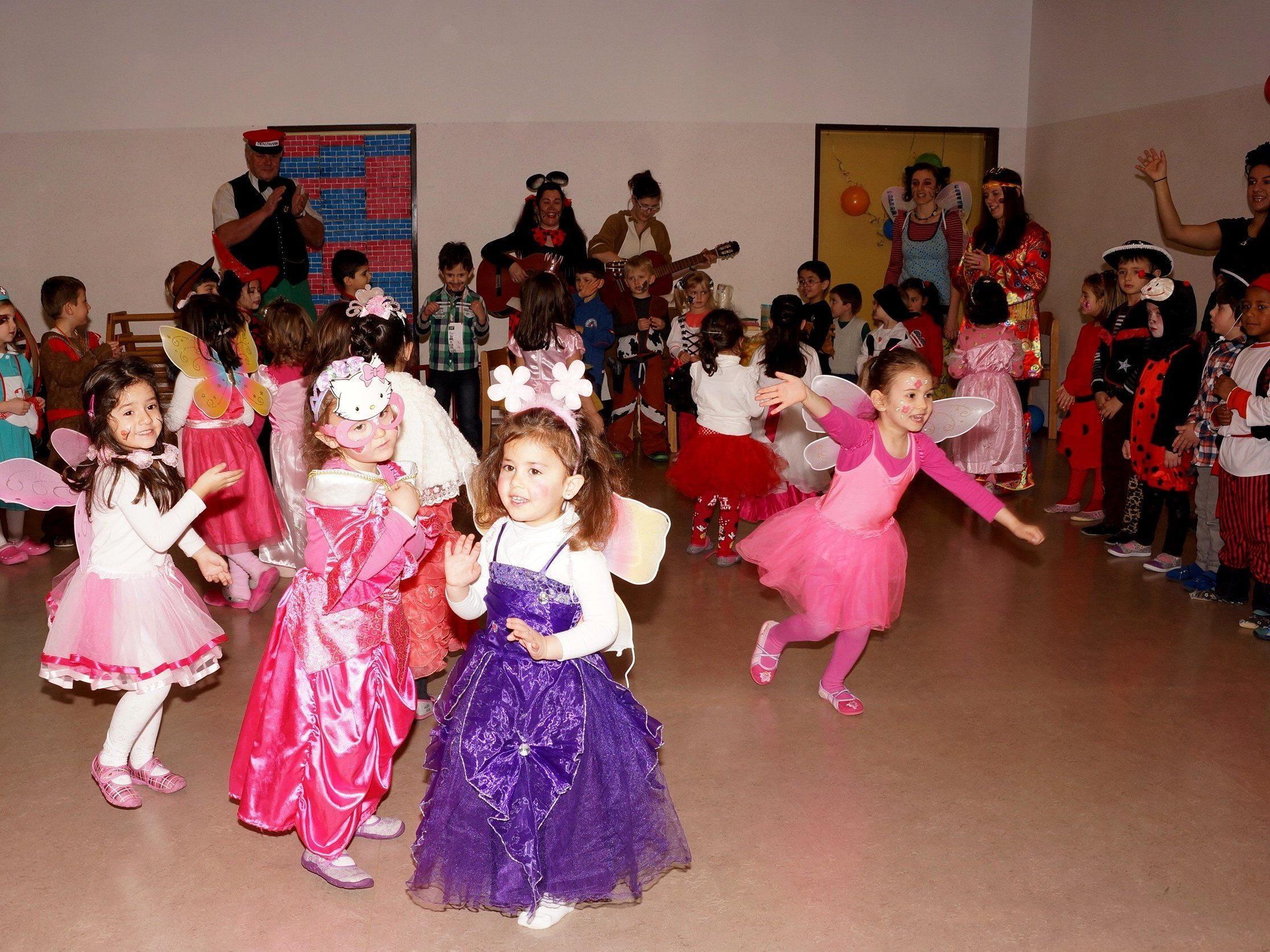 Kindergarten Bludenz Mitte: Tolle Faschingsfeier und gemeinsam mit dem Don Bosco Kindergarten beim Faschingsumzug.