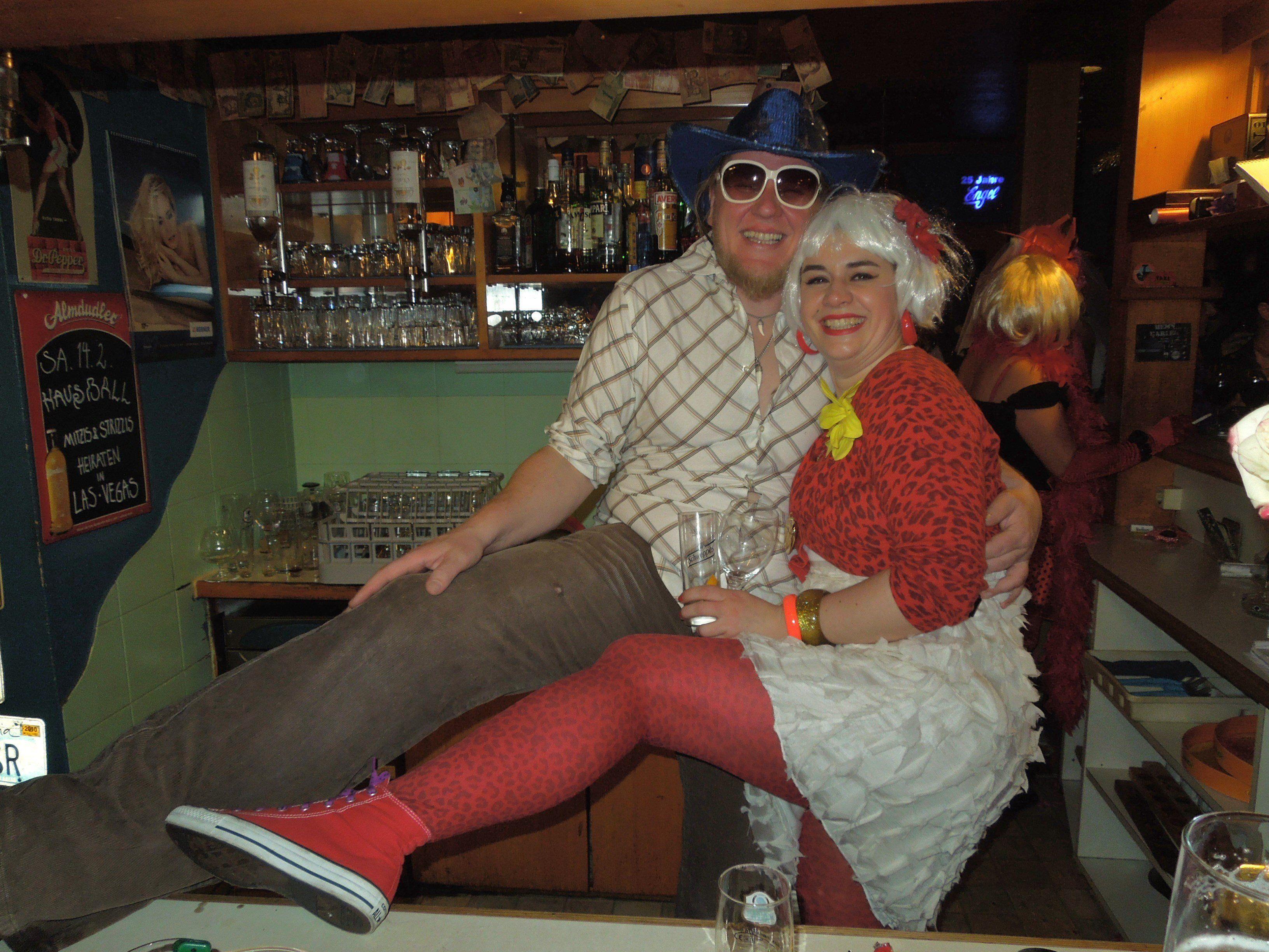 Echte Asse, wenn es ums Feiern geht - das Engel-Paar Heidi und Tom.