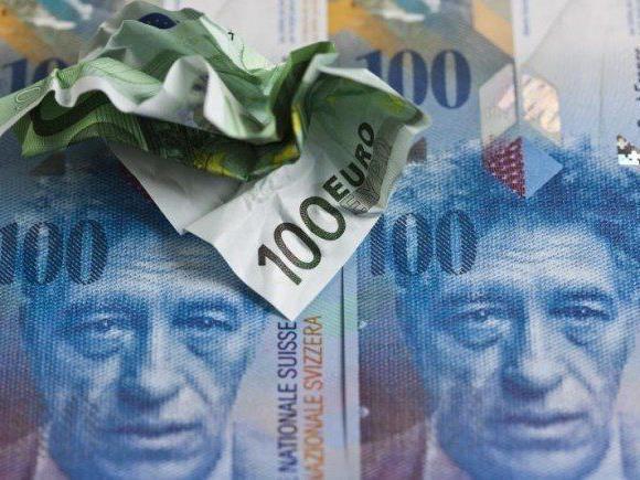 Die Franken-Freigabe hat für einen Höhenflug der eidgenössischen Währung gesorgt. Der Euro fiel.