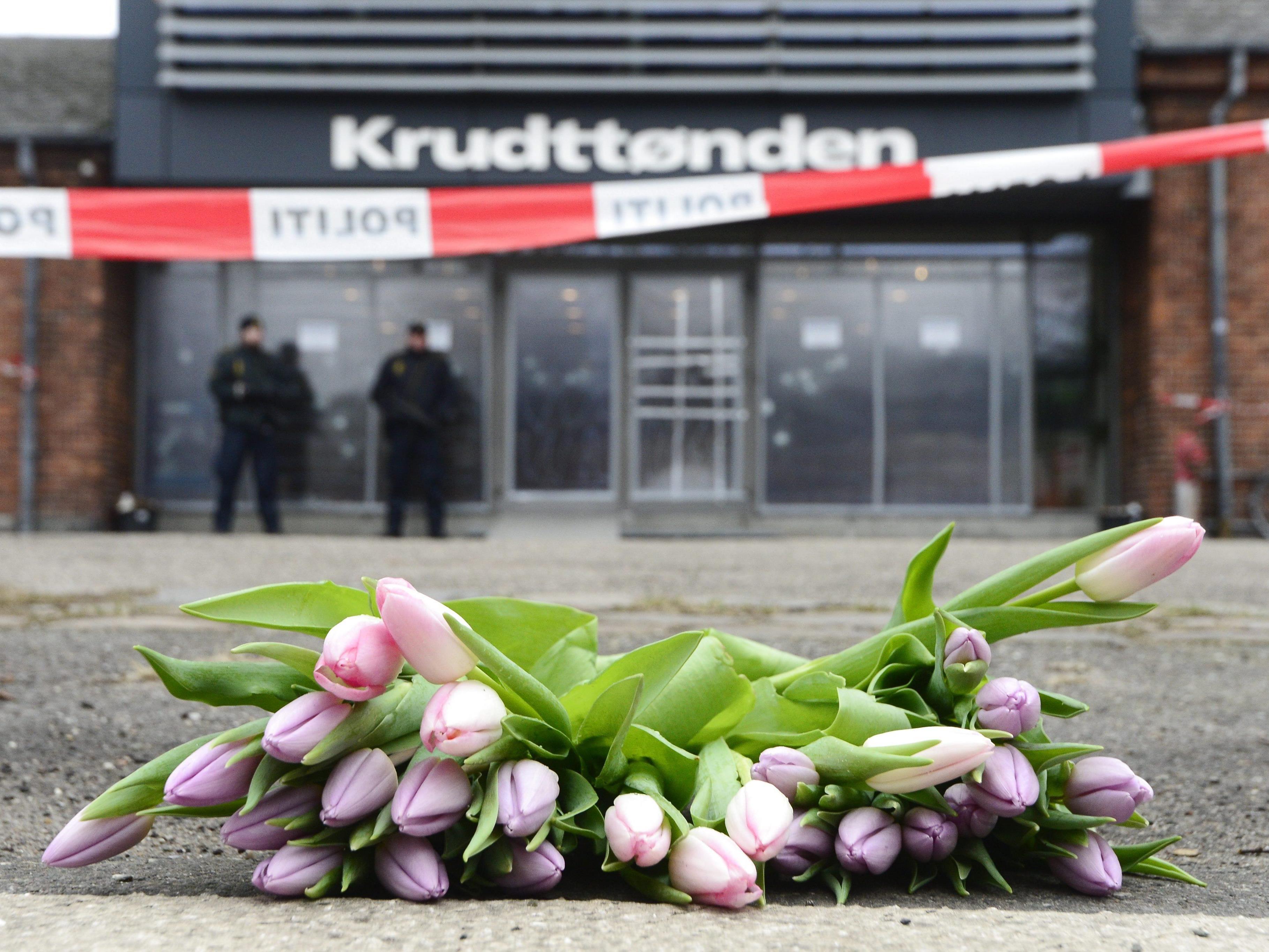 Dänen gedenken der Terroropfer in Kopenhagen.