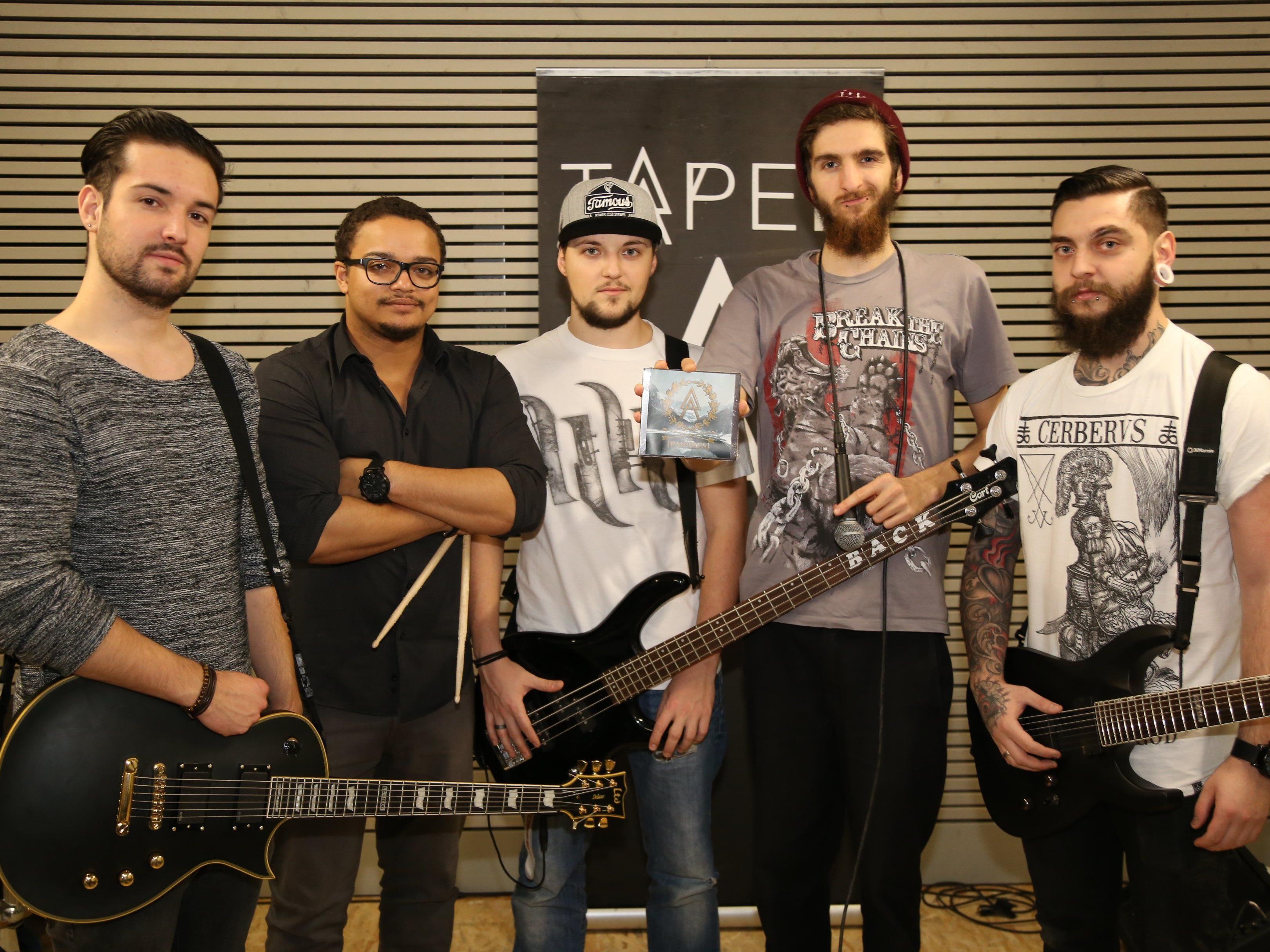 Seit 2009 rockt die Band gemeinsam die Bühnen – am Freitag, 13. Februar erscheint ihr erstes Album.