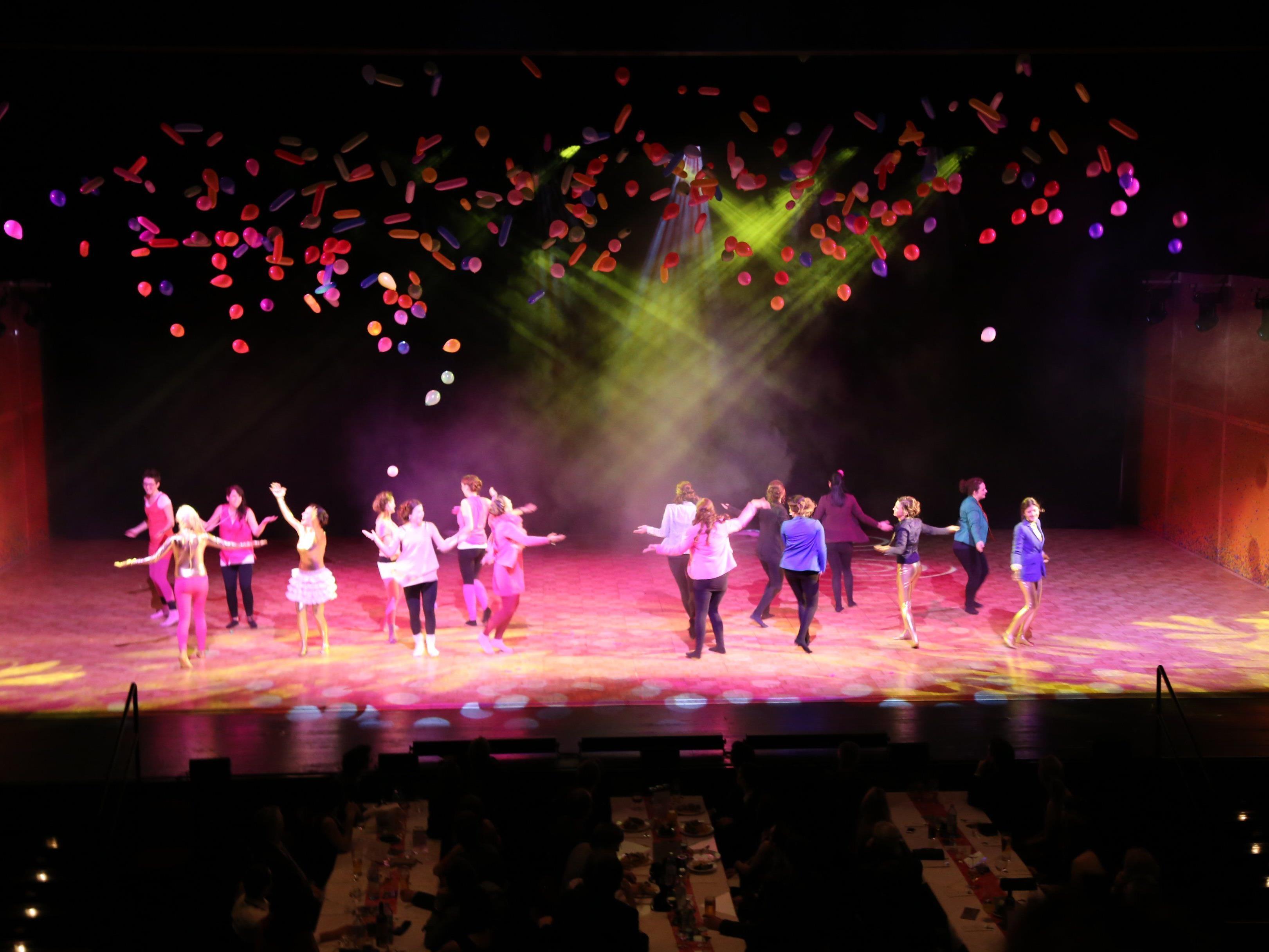 Besondere Bühnenshows wurde den Gästen geboten.