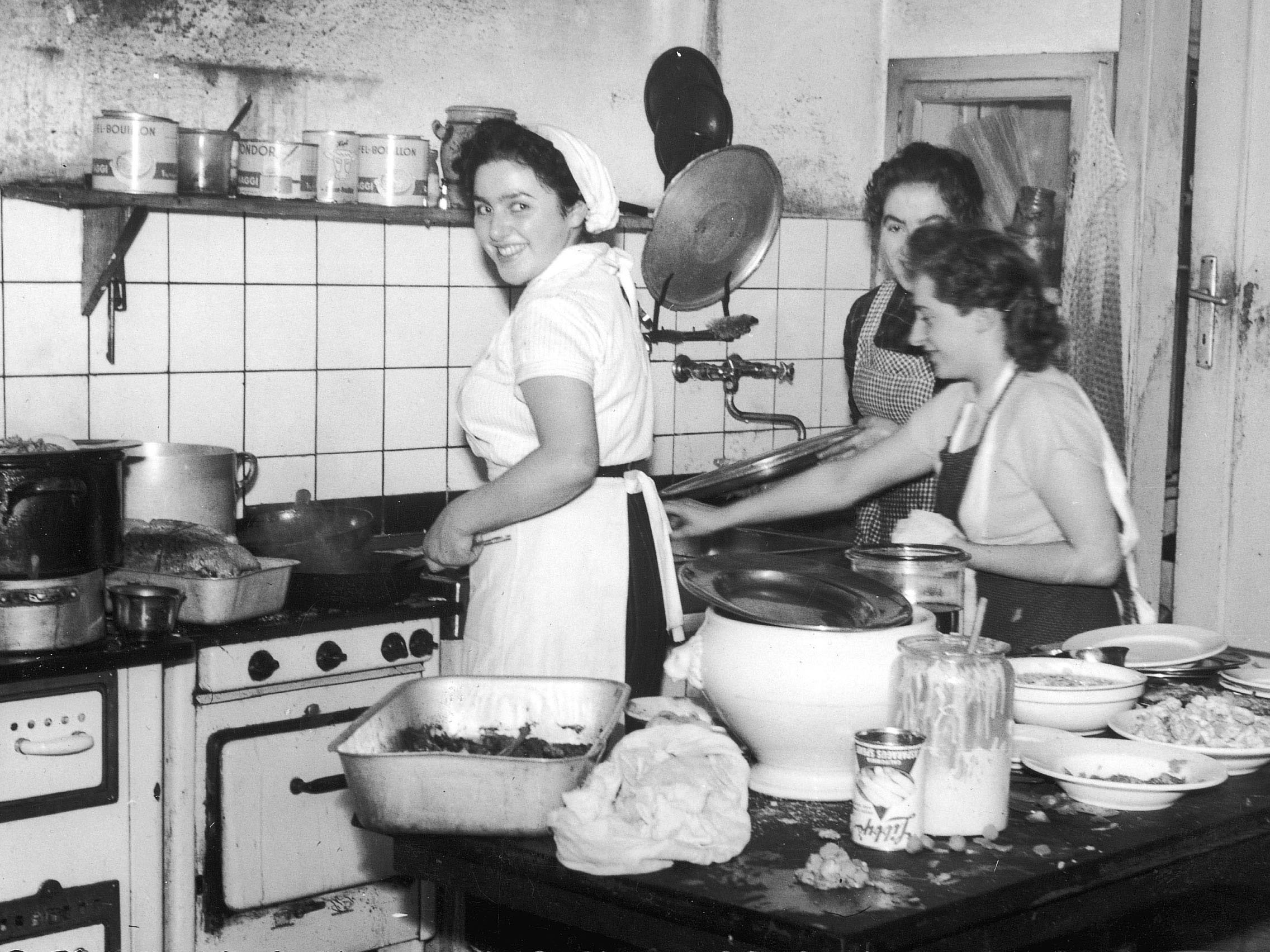 Wilma Fink in der damaligen Küche des GH Krönele.
