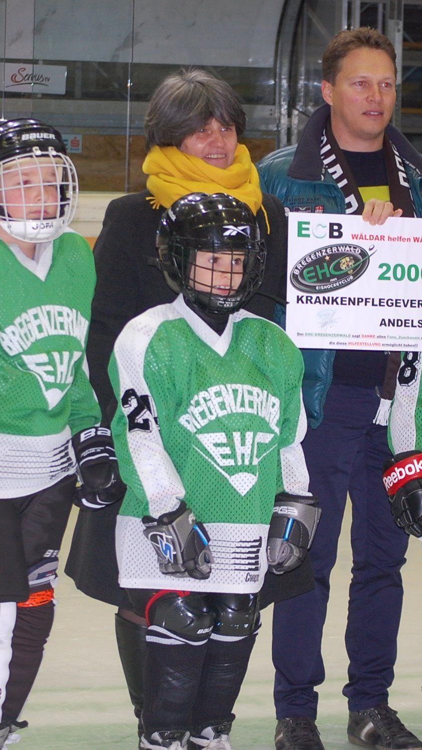 Der EHC Bregenzerwald spendet für den Krankenpflegeverein Andelsbuch 2000 Euro.