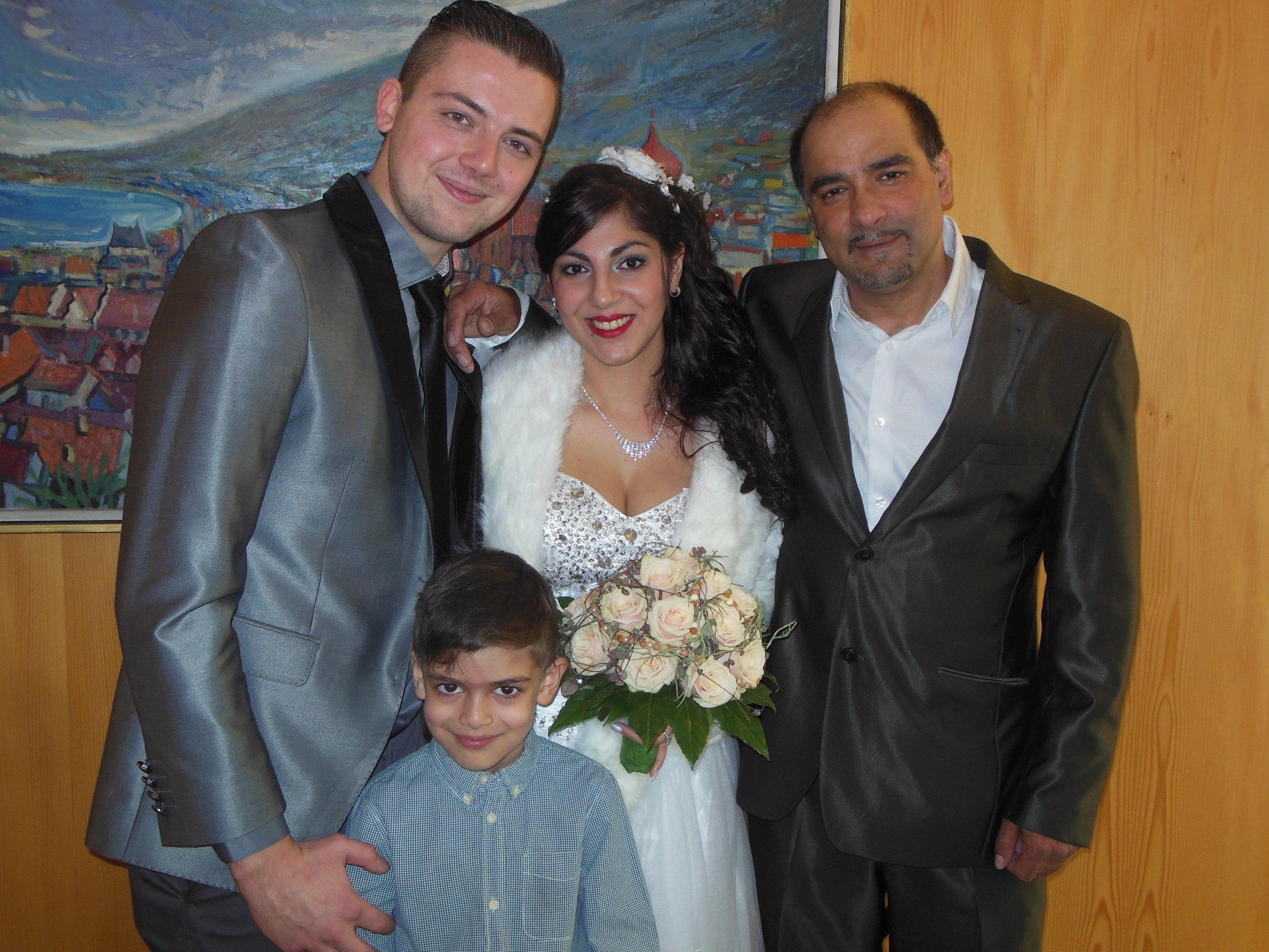 Das glückliche Paar mit Samuel und Trauzeuge Zoran Nedic.