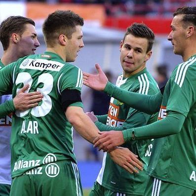 (v.l.), Mario Pavelic, Deni Alar, Louis SchaubDominik Wydra (Rapid) am Samstag beim Spiel
