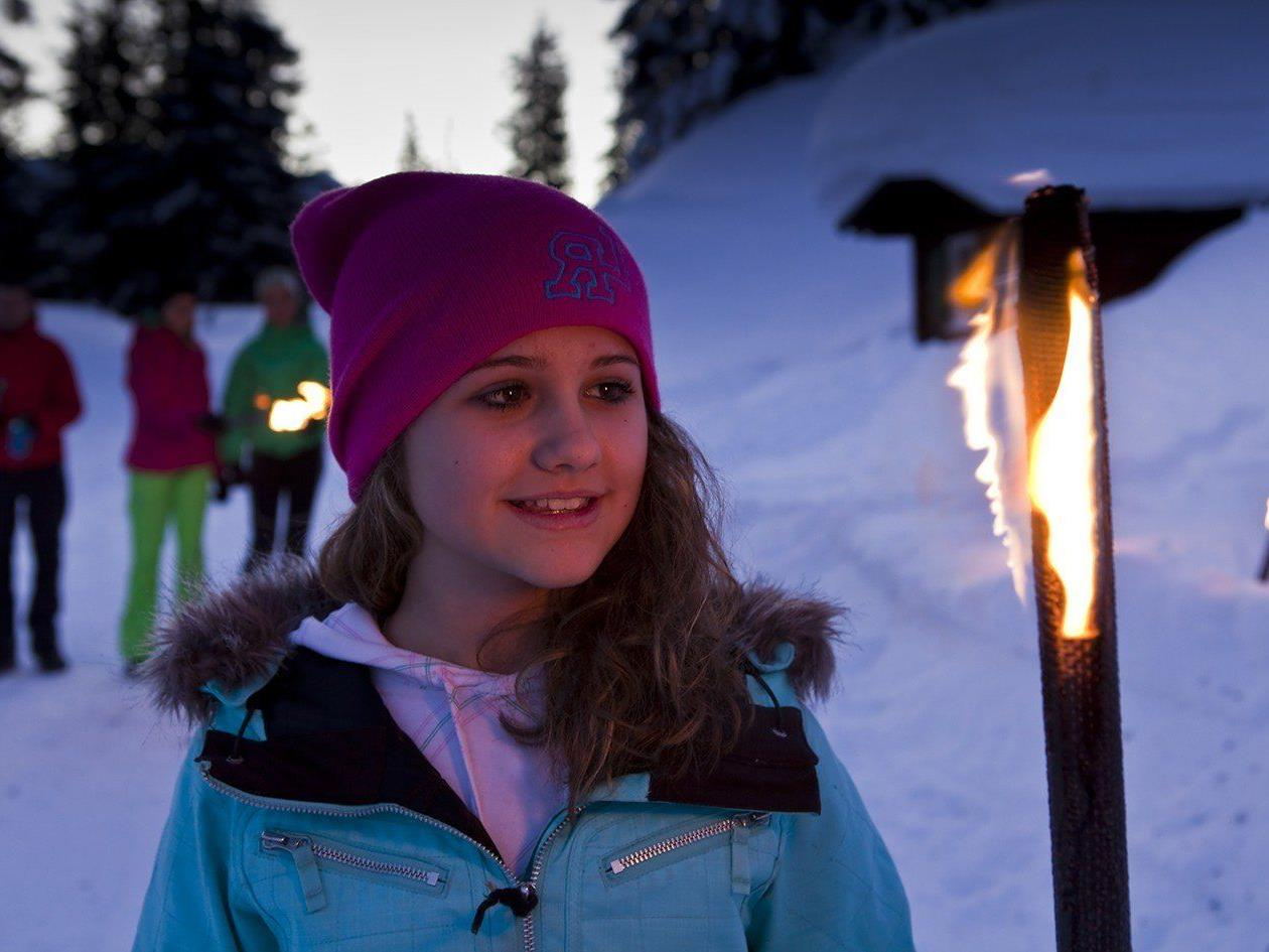 Die Fackelwanderung ist ein Programmhighlight in den Semesterferien in der Silvretta Montafon.