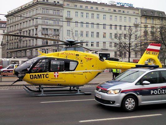 Groß-Einsatz von Rettung, Polizei und Feuerwehr am Schwedenplatz