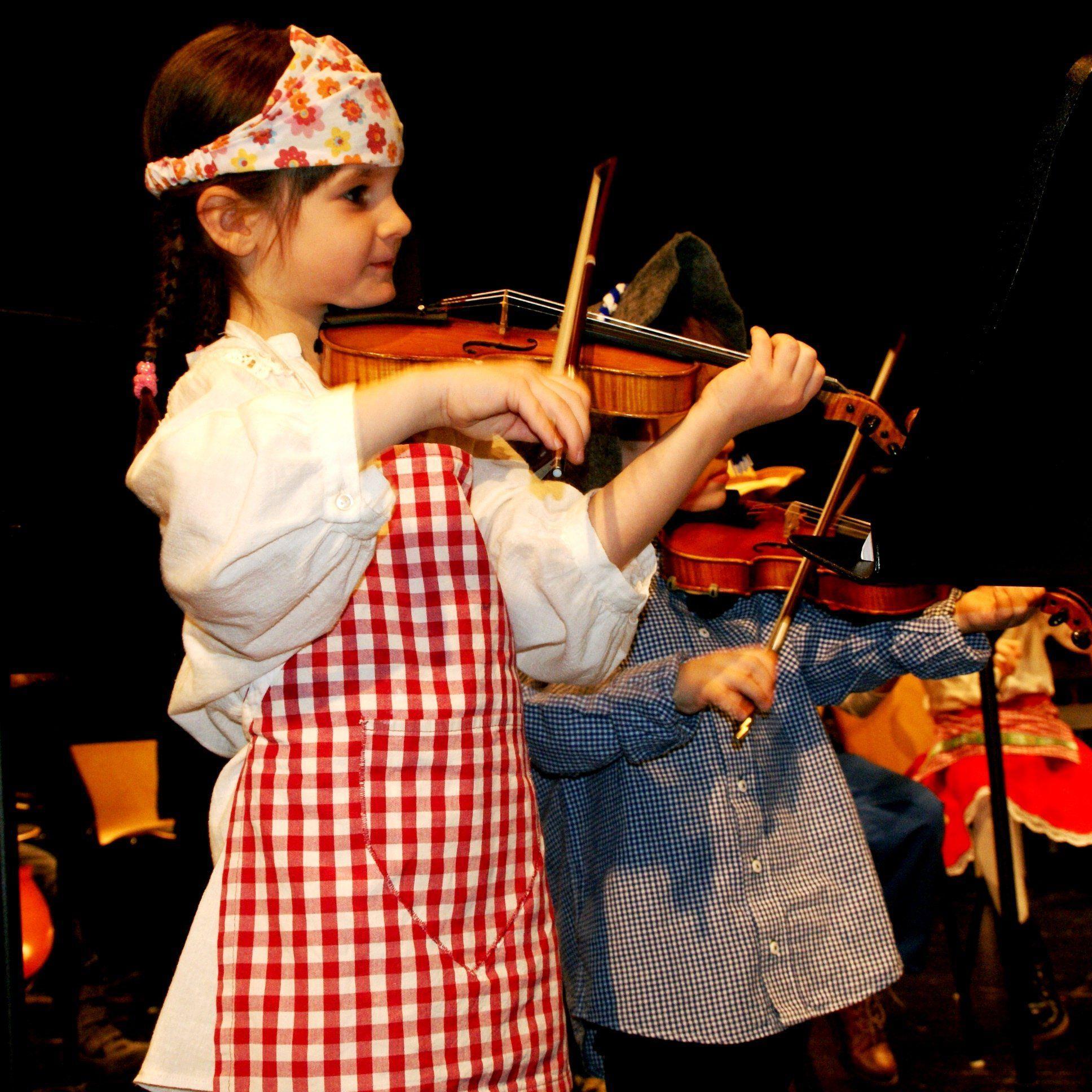 Das Kinderorchester spielte zum Faschingskonzert auf