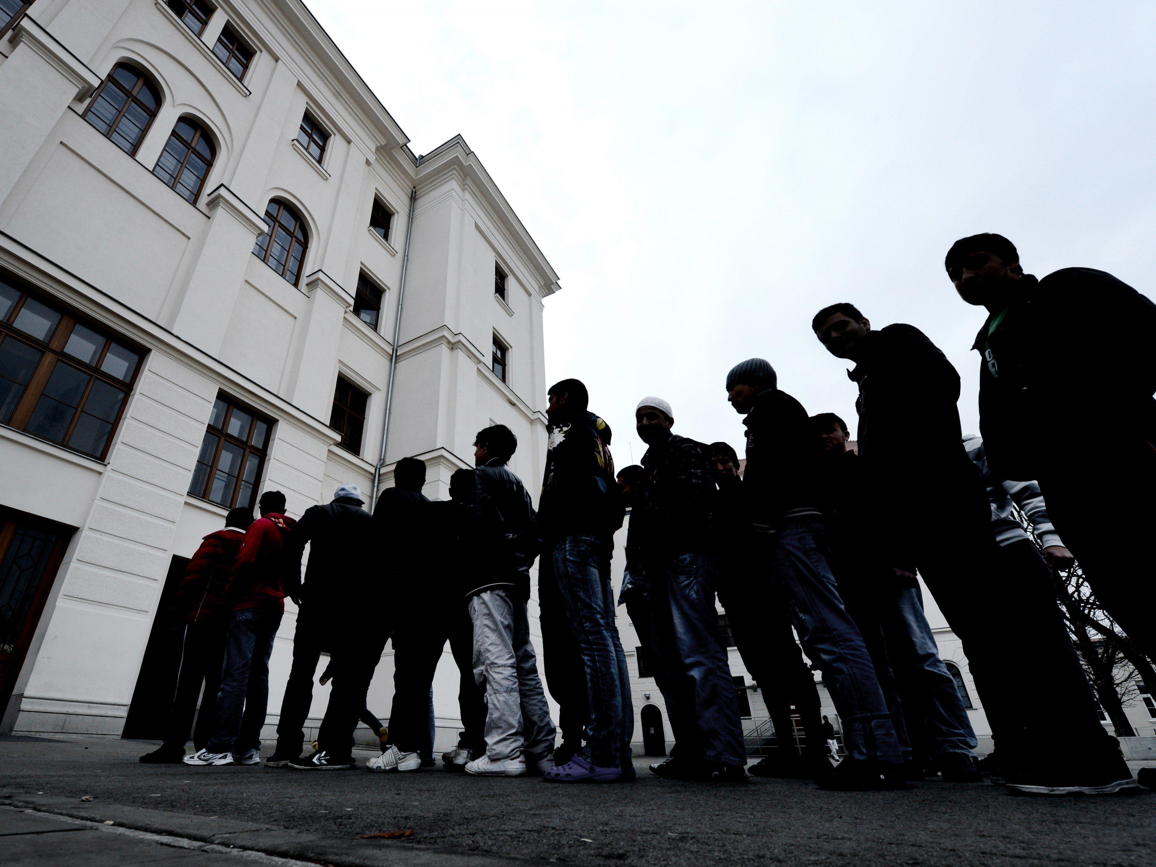 Bund plant nur minimale Erhöhung der Tagessätze für junge Asylwerber.