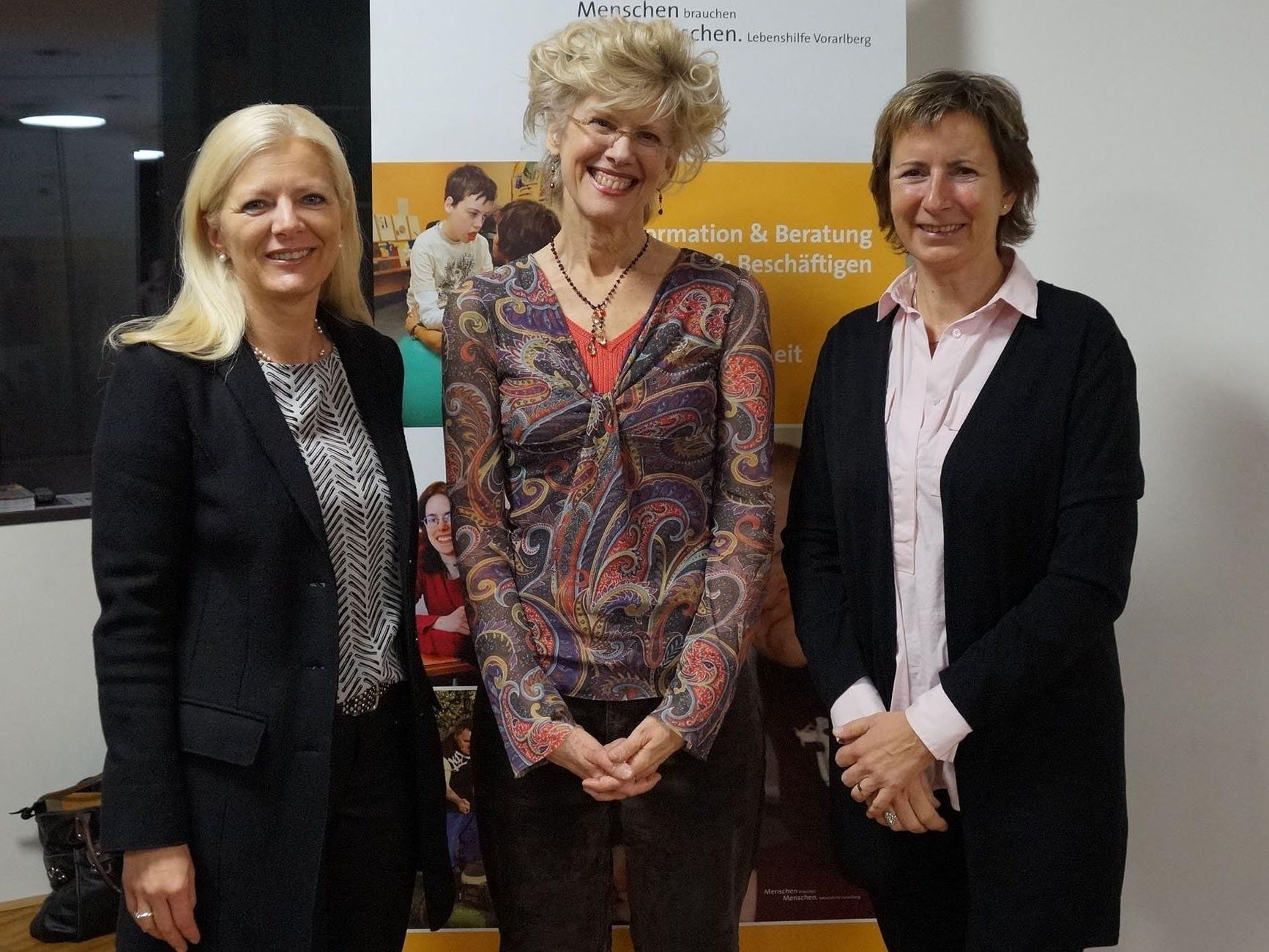 Beth Mount beim Lebenshilfe Trialog 2015 zusammen mit Michaela Wagner (Geschäftsführerin Lebenshilfe Vbg) und Gabriele Nussbaumer (Präsidentin Lebenshilfe Vbg).
