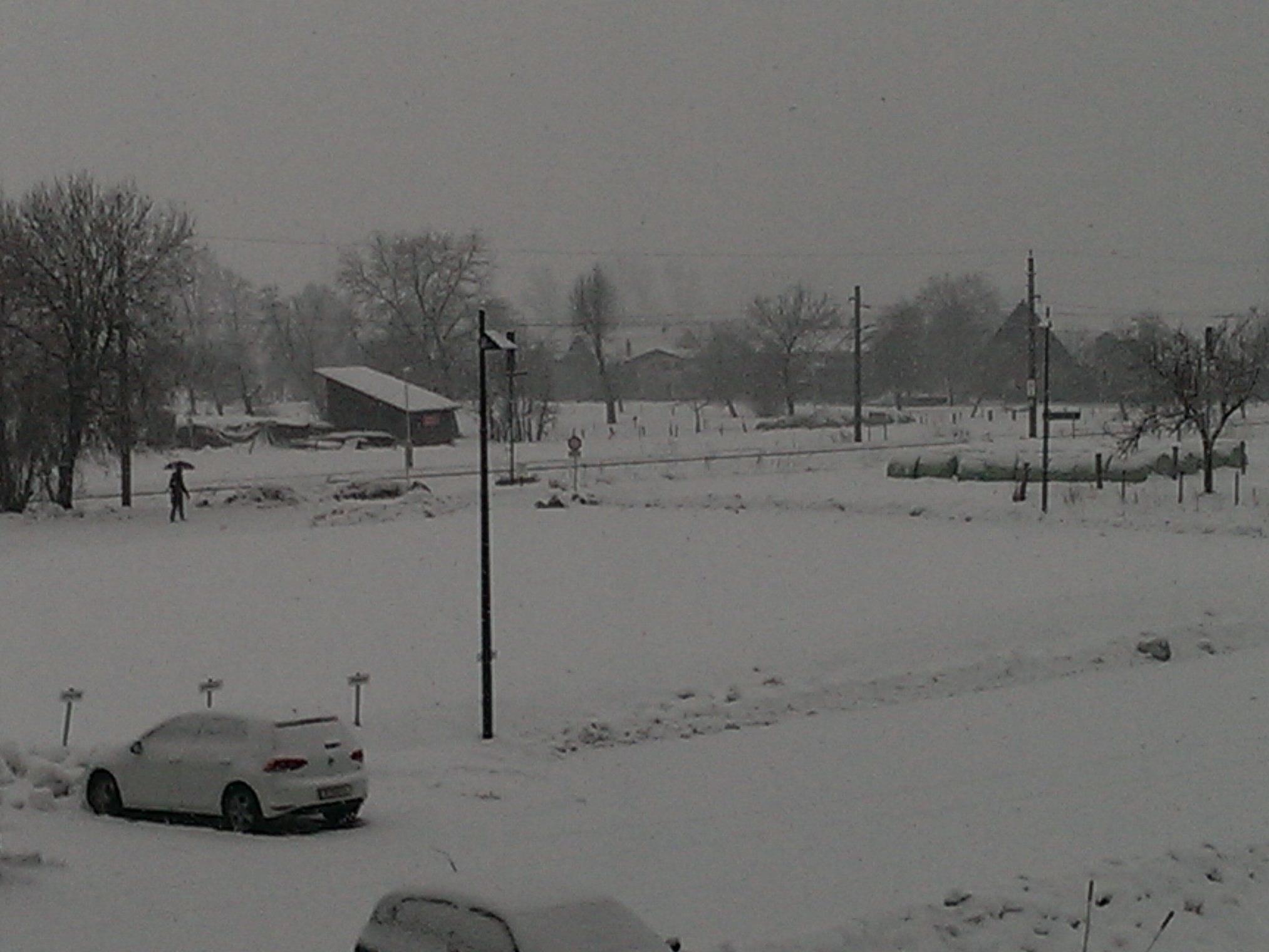 Anhaltender Schneefall in Schwarzach am Sonntag Vormittag.
