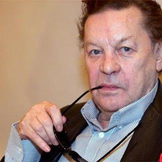 Helmut Berger gibt sich bei seinem Besuch in Wien extravagant.