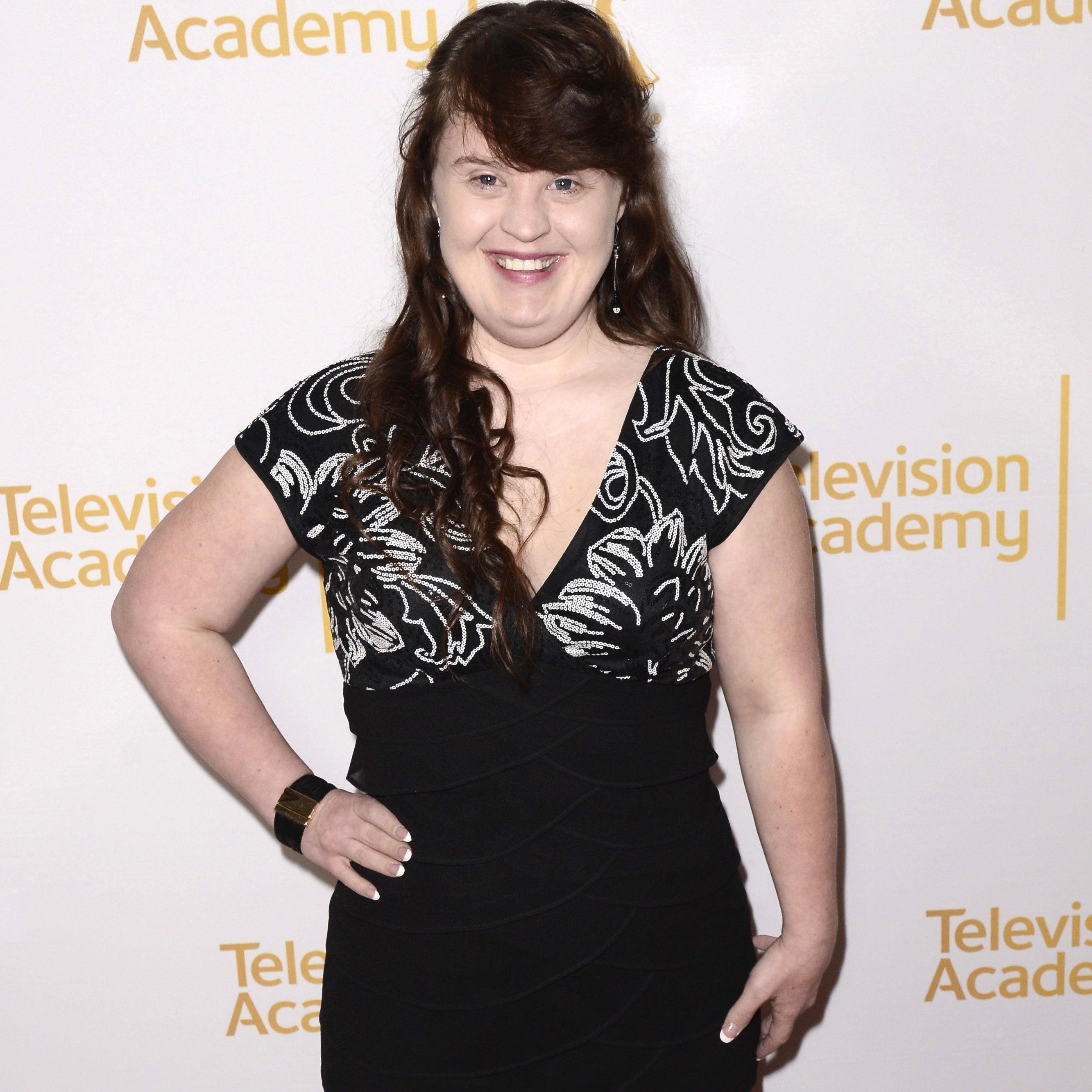 Jamie Brewer, hier 2014 bei den Emmy Awards, hat ihren ersten Auftritt auf dem Catwalk absolviert.